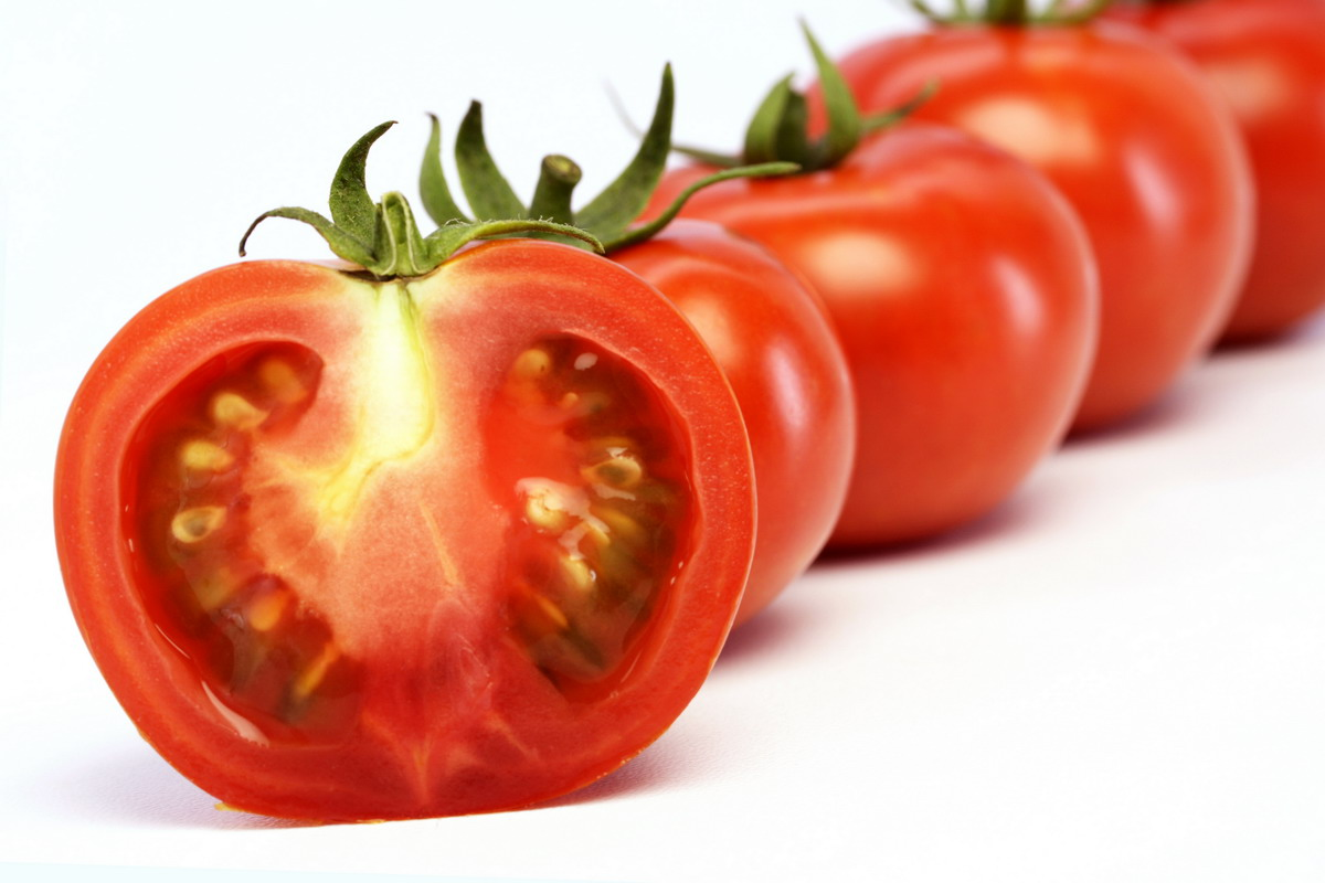Tomatoes Features 12070