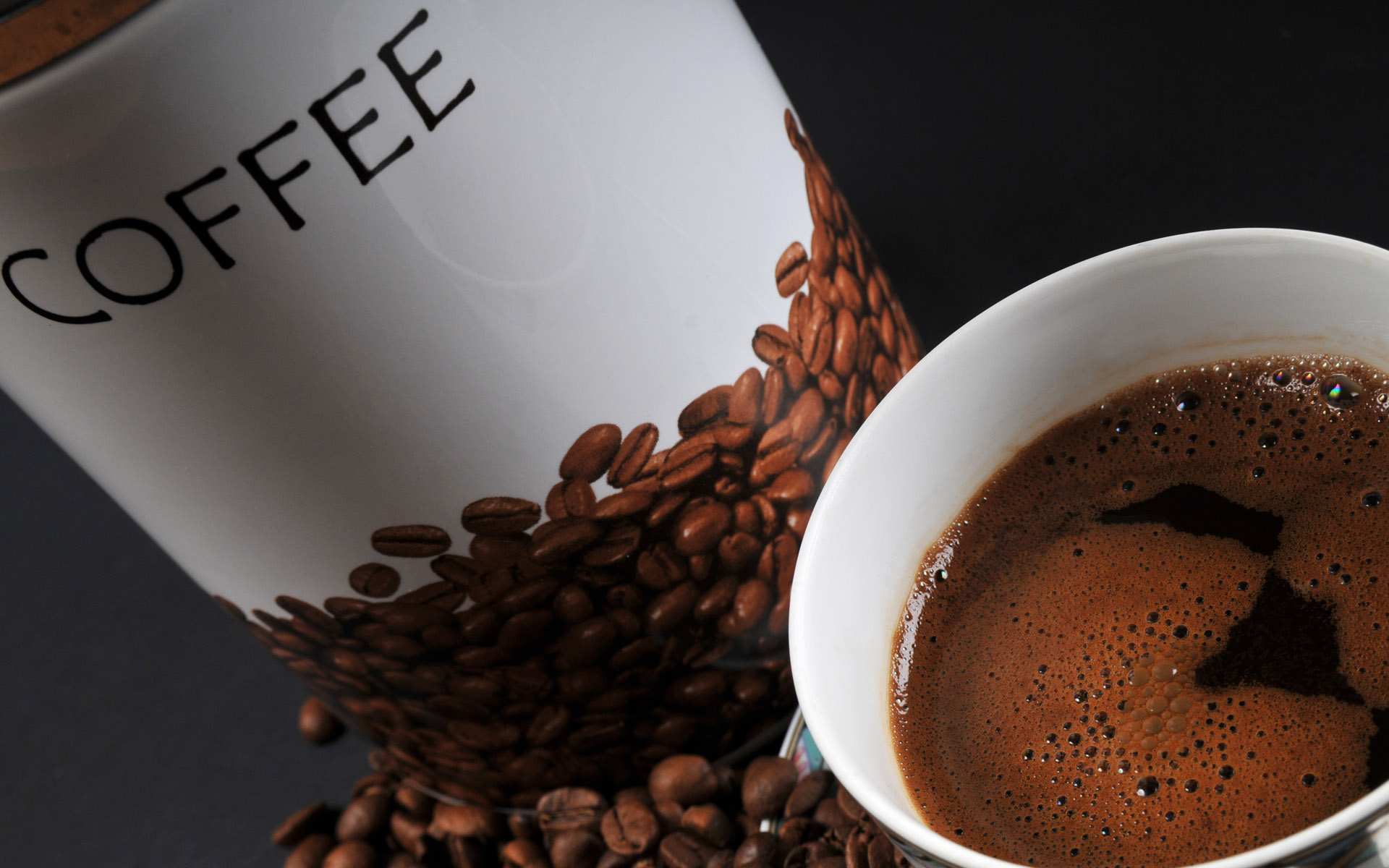 Coffee and coffee beans close-up 15544