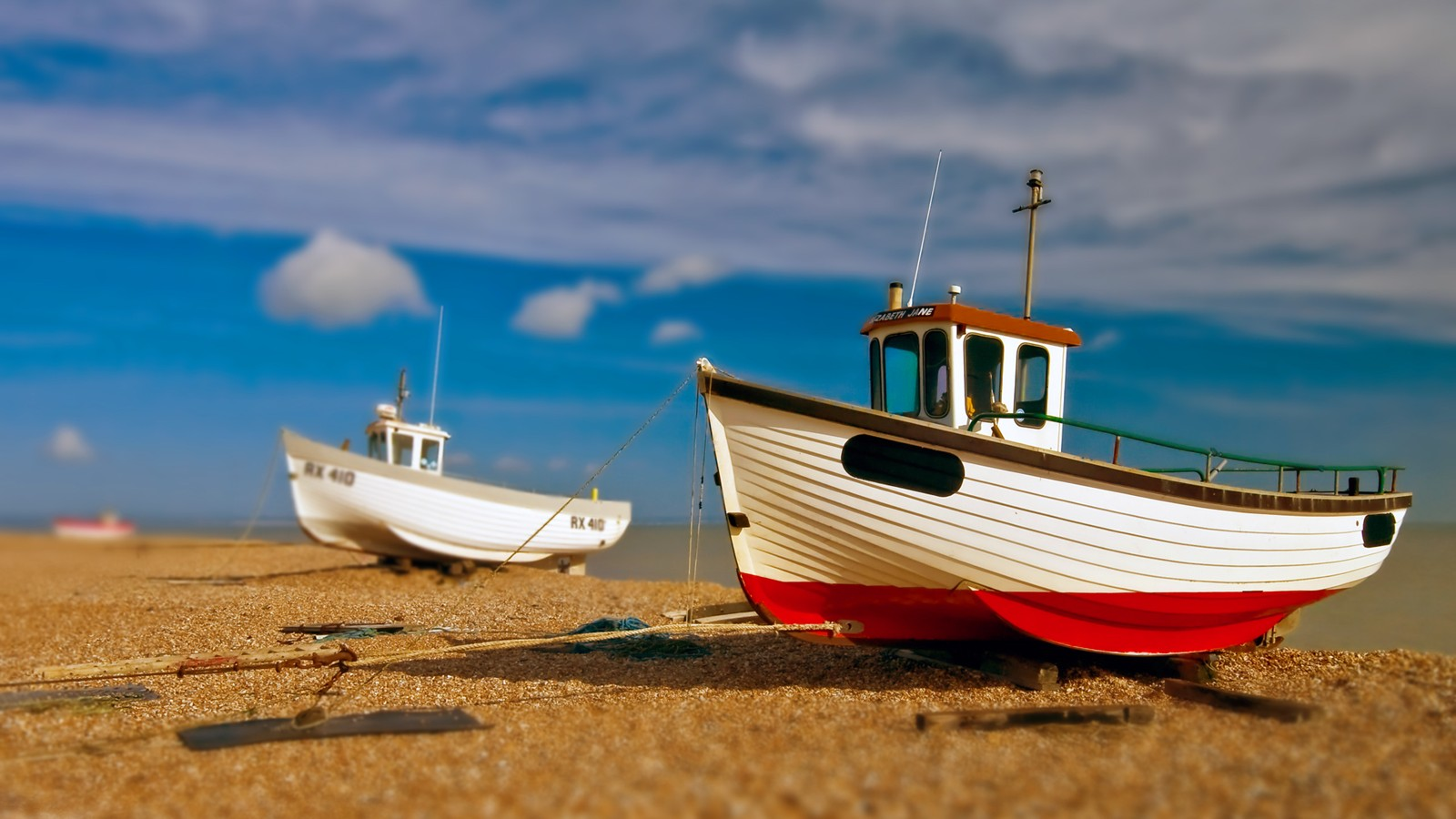 Boat moored on the beach 29466