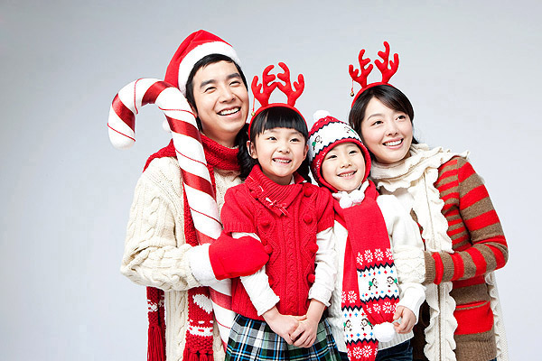 Christmas atmosphere of the family figures 27429