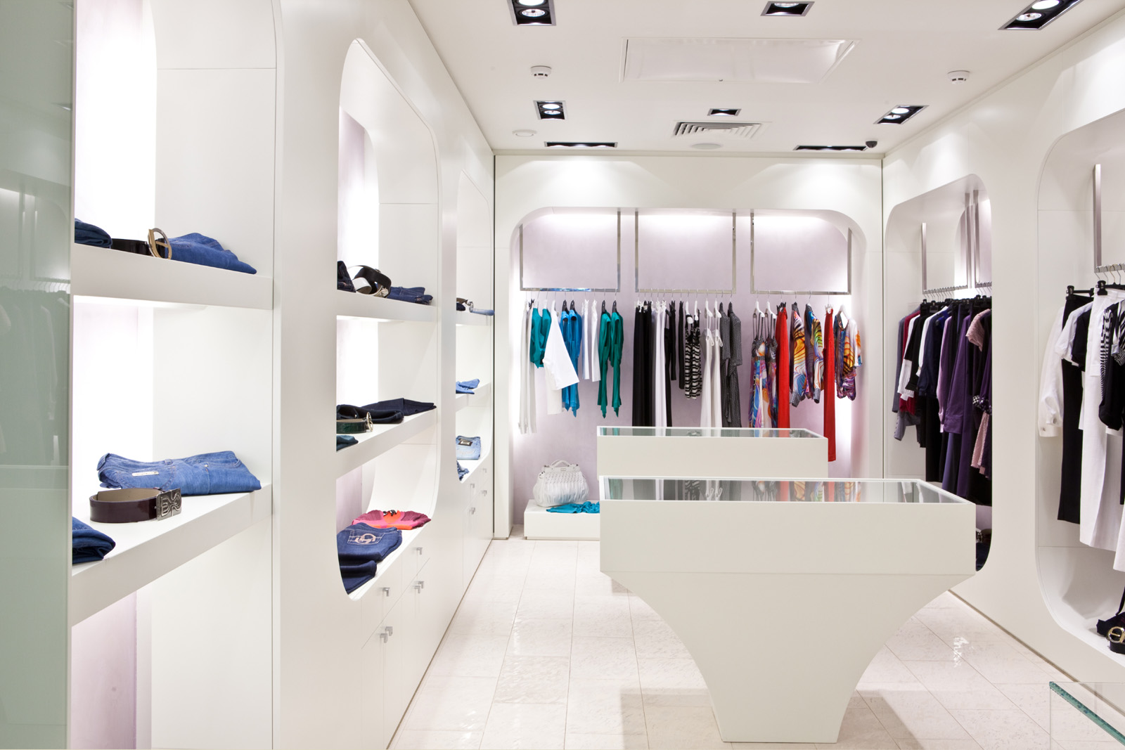 The boutique clothing display 50009   Building home decoration