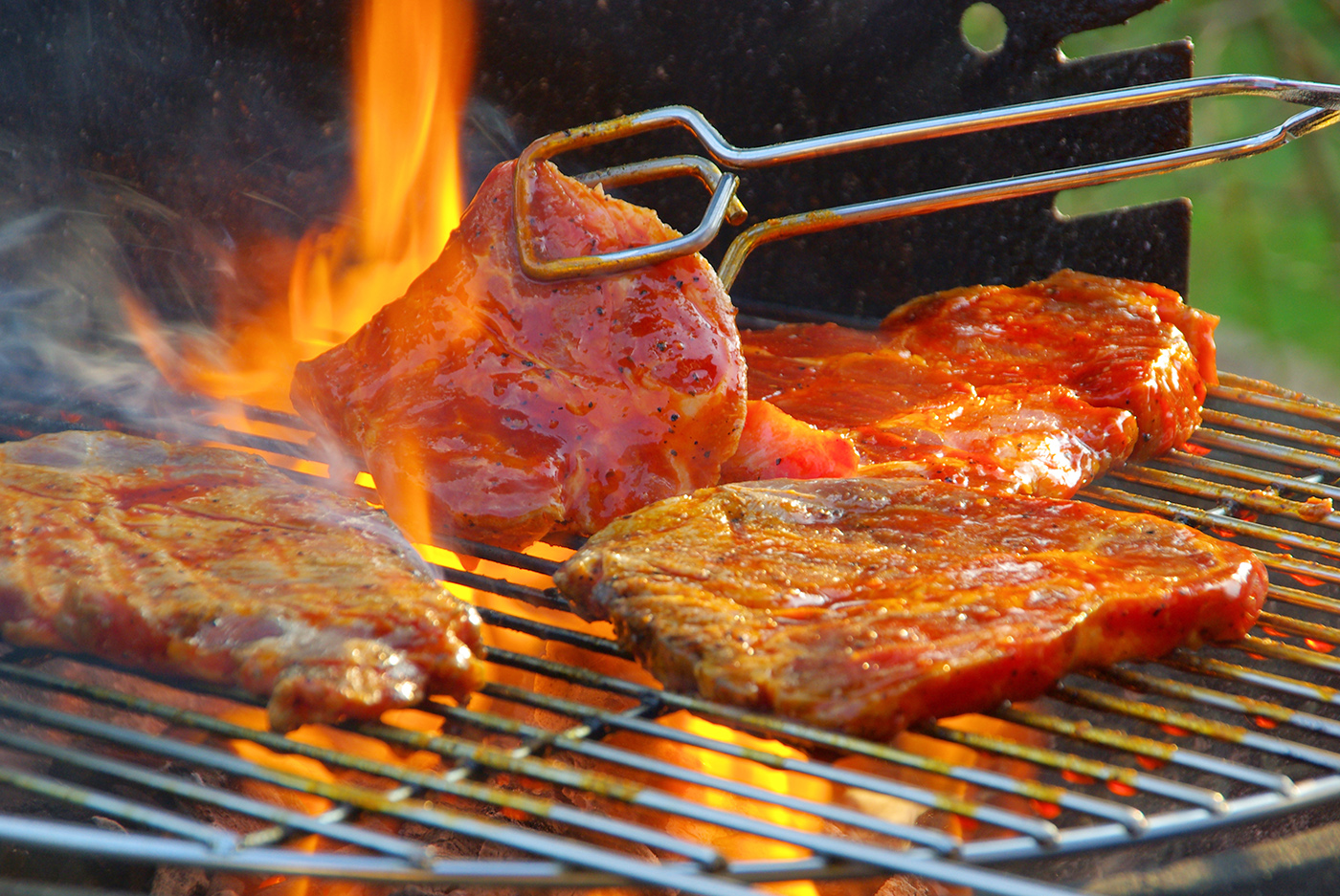 Charcoal grill steaks 50172