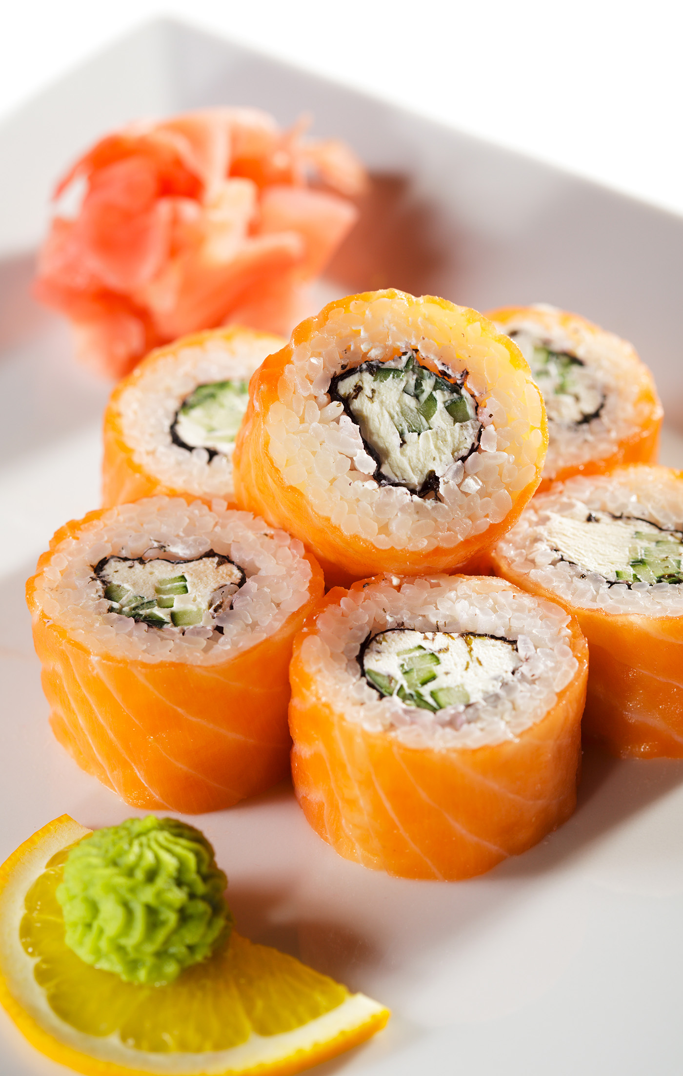 Transfer to a plate of salmon sushi 50190