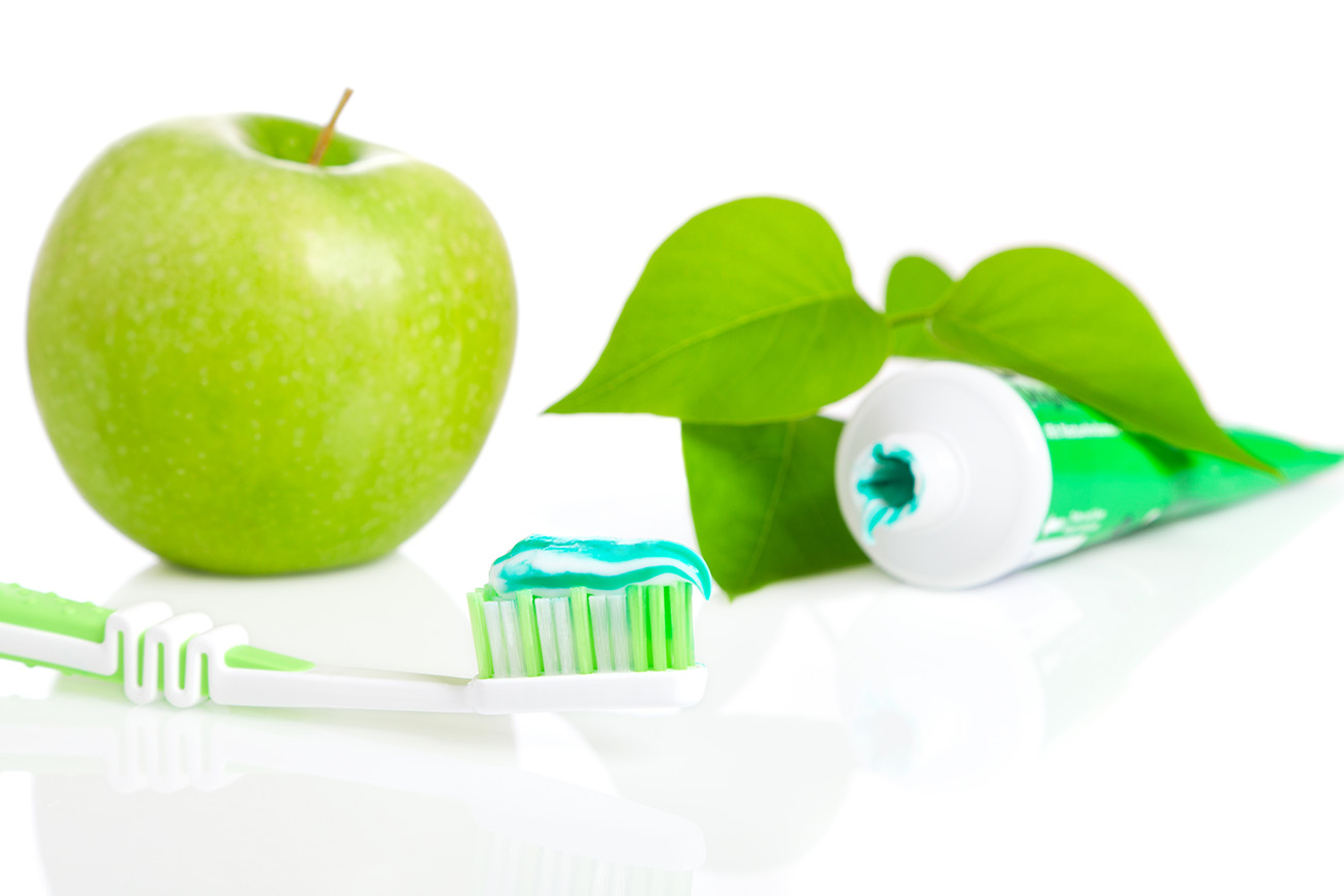 Toothbrush and toothpaste green apple 50366