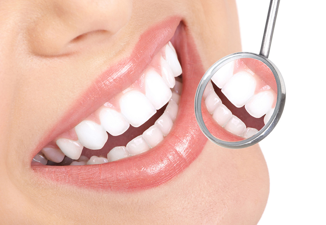 White teeth and oral cavity mirror 50507