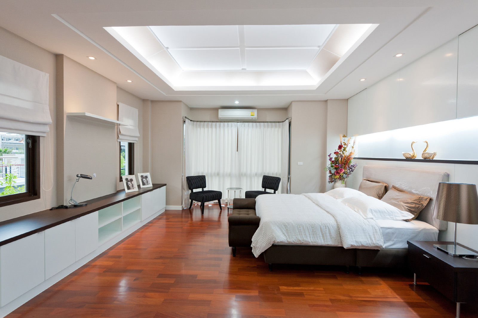 Spacious bedroom interior 51203