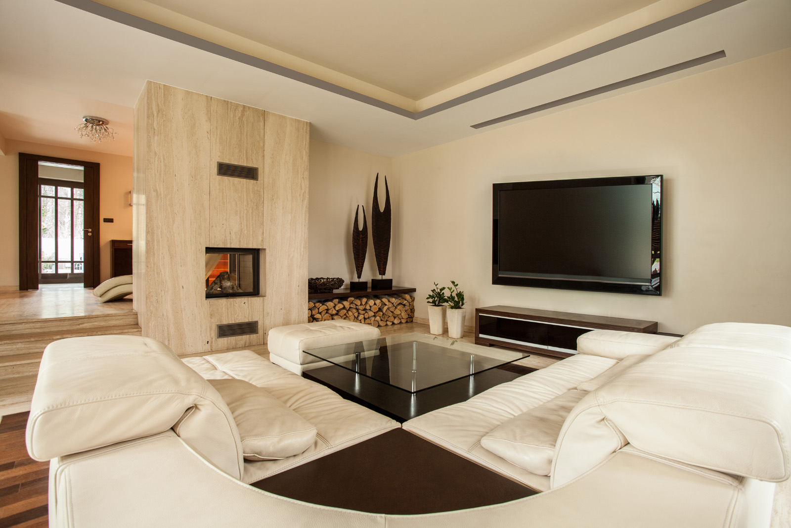Living room with sofa, coffee table and TV 51224
