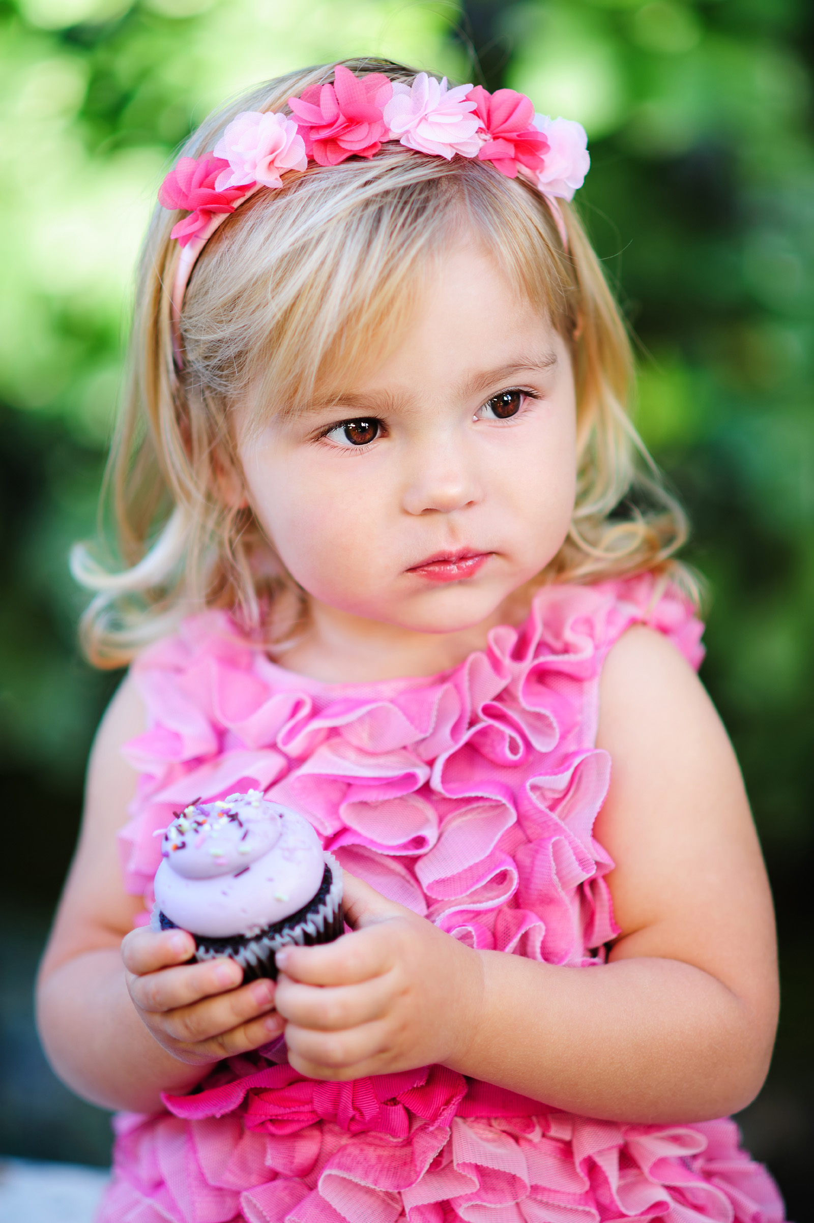 Girl holding ice cream 51443