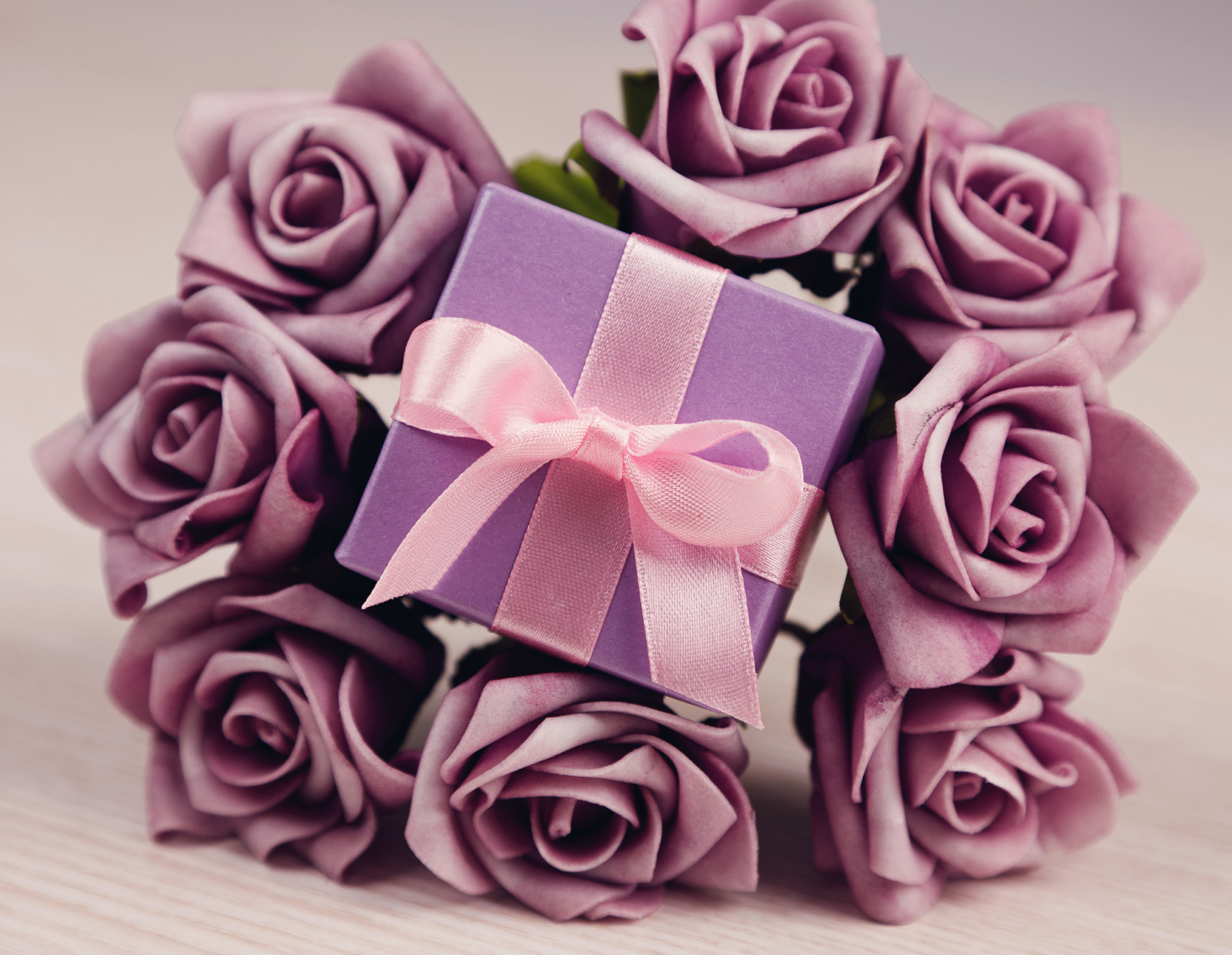 Simulation purple roses with a gift 51449