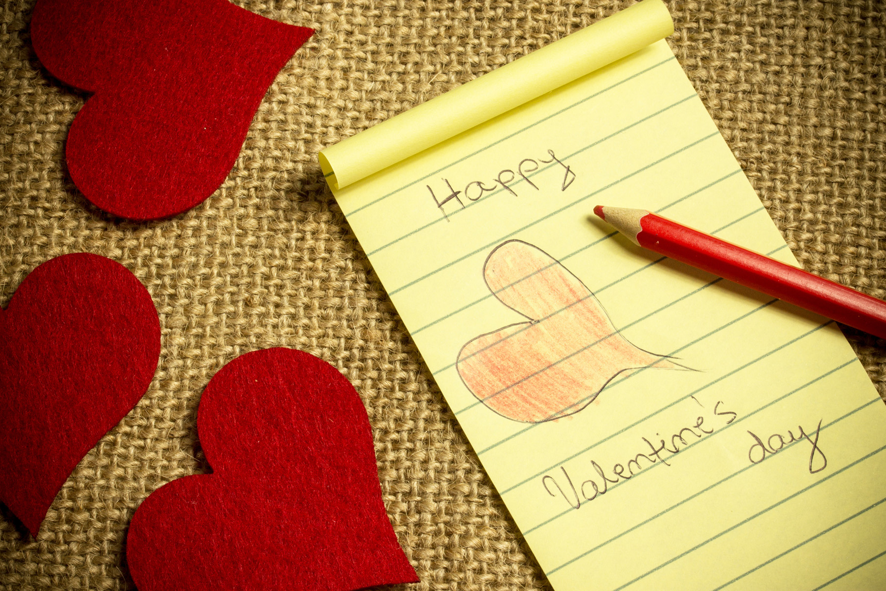 Painted heart-shaped paper notes 51530