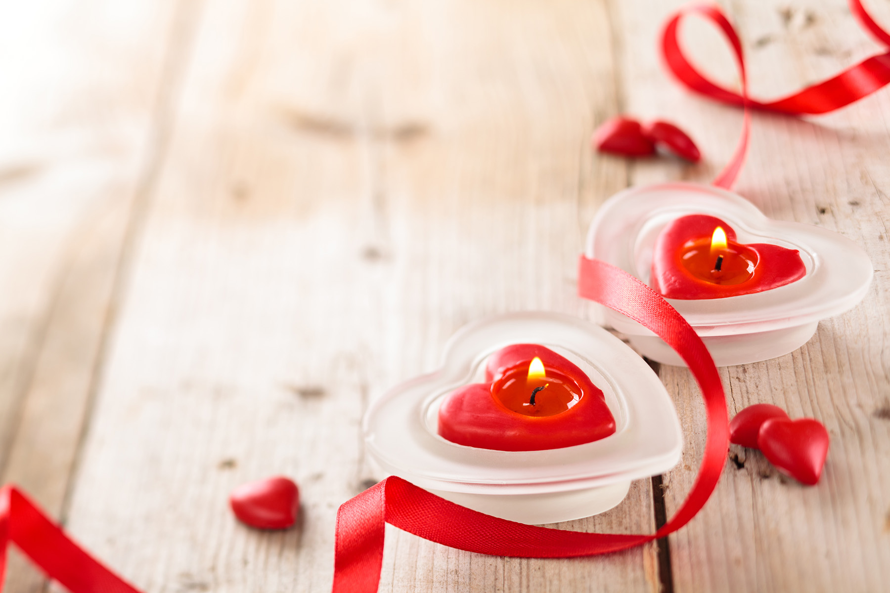 Red heart-shaped candle with ribbon 51554