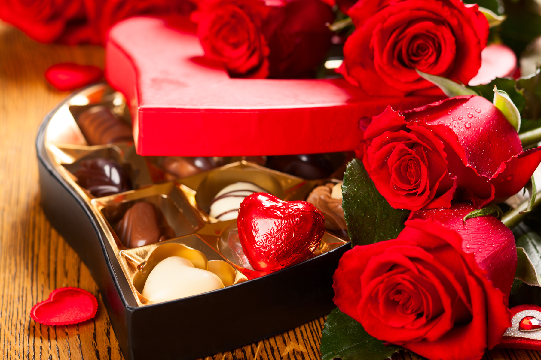 Red Rose and chocolate gift box 51578