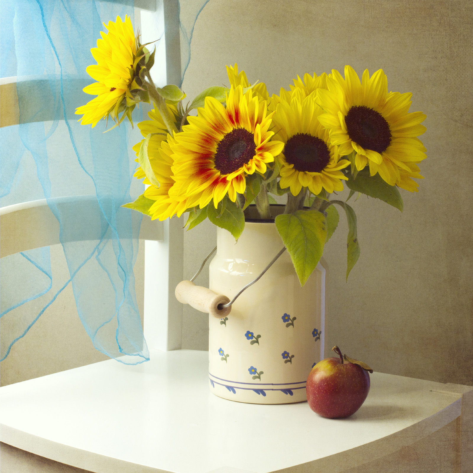On the Chair's Sunflower vase 51823