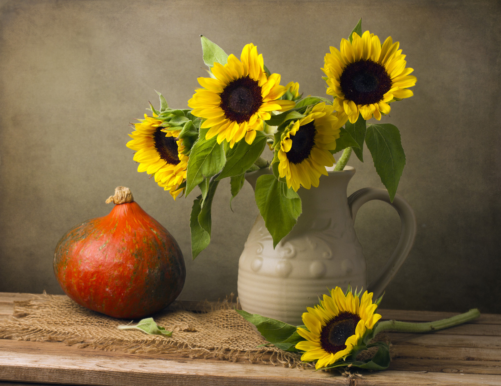Linen pieces and sunflowers flowers 51838