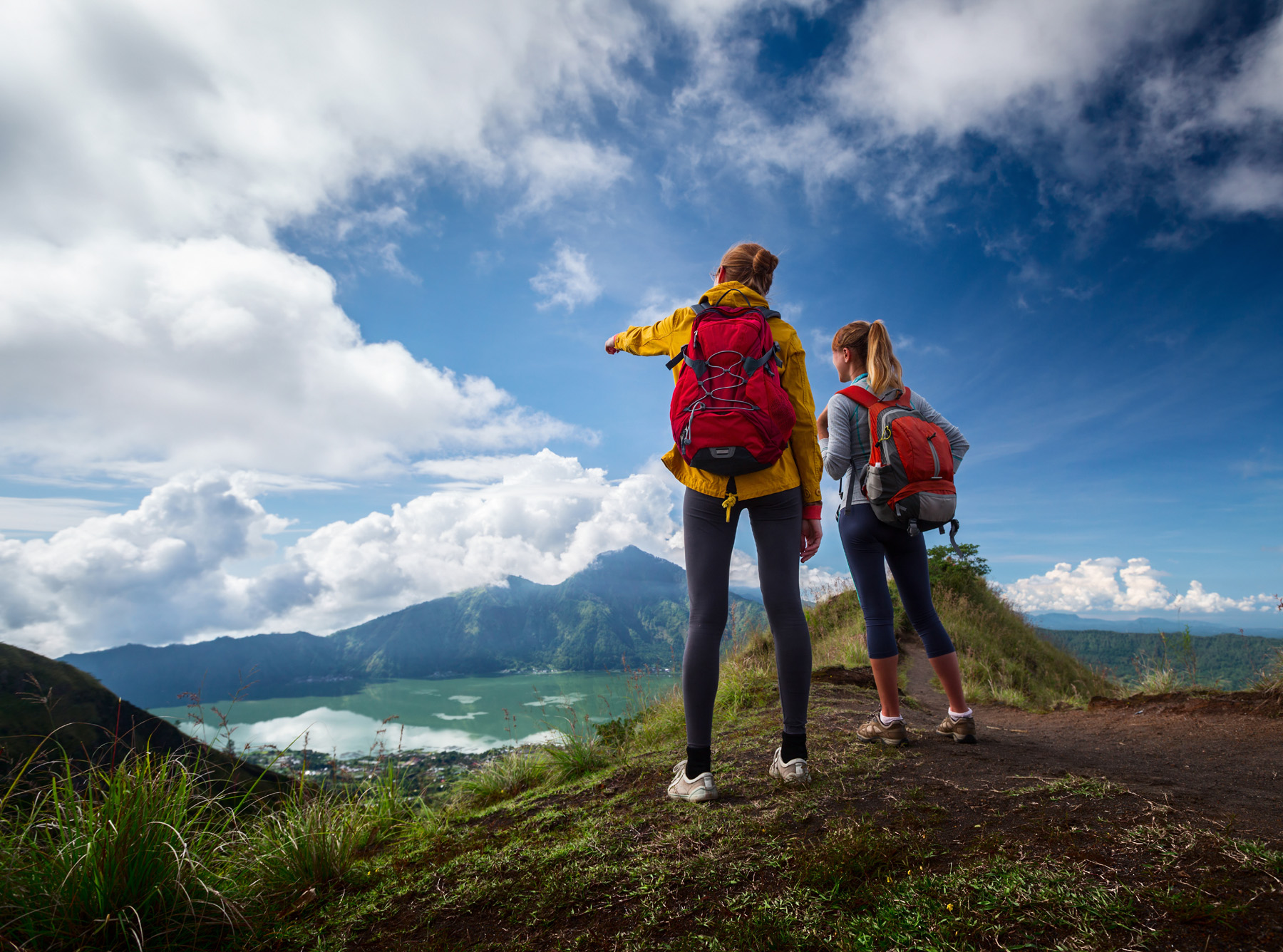 Beautiful natural scenery and backpackers 51906