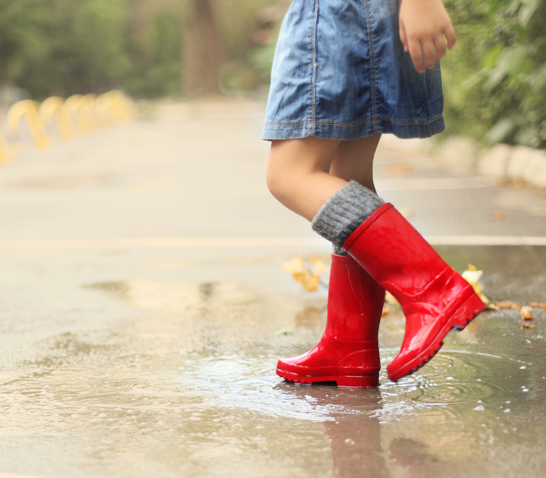 The little girl wearing red boots 52026