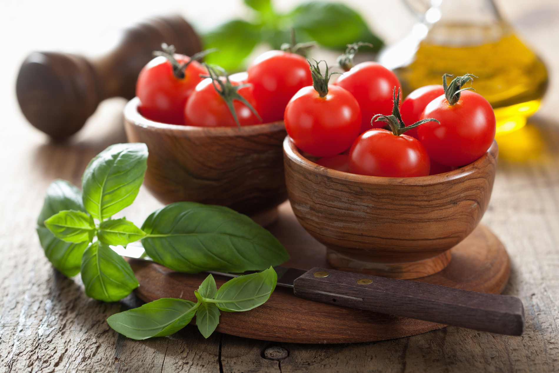 Mint leaves and wood bowl of tomato 52298