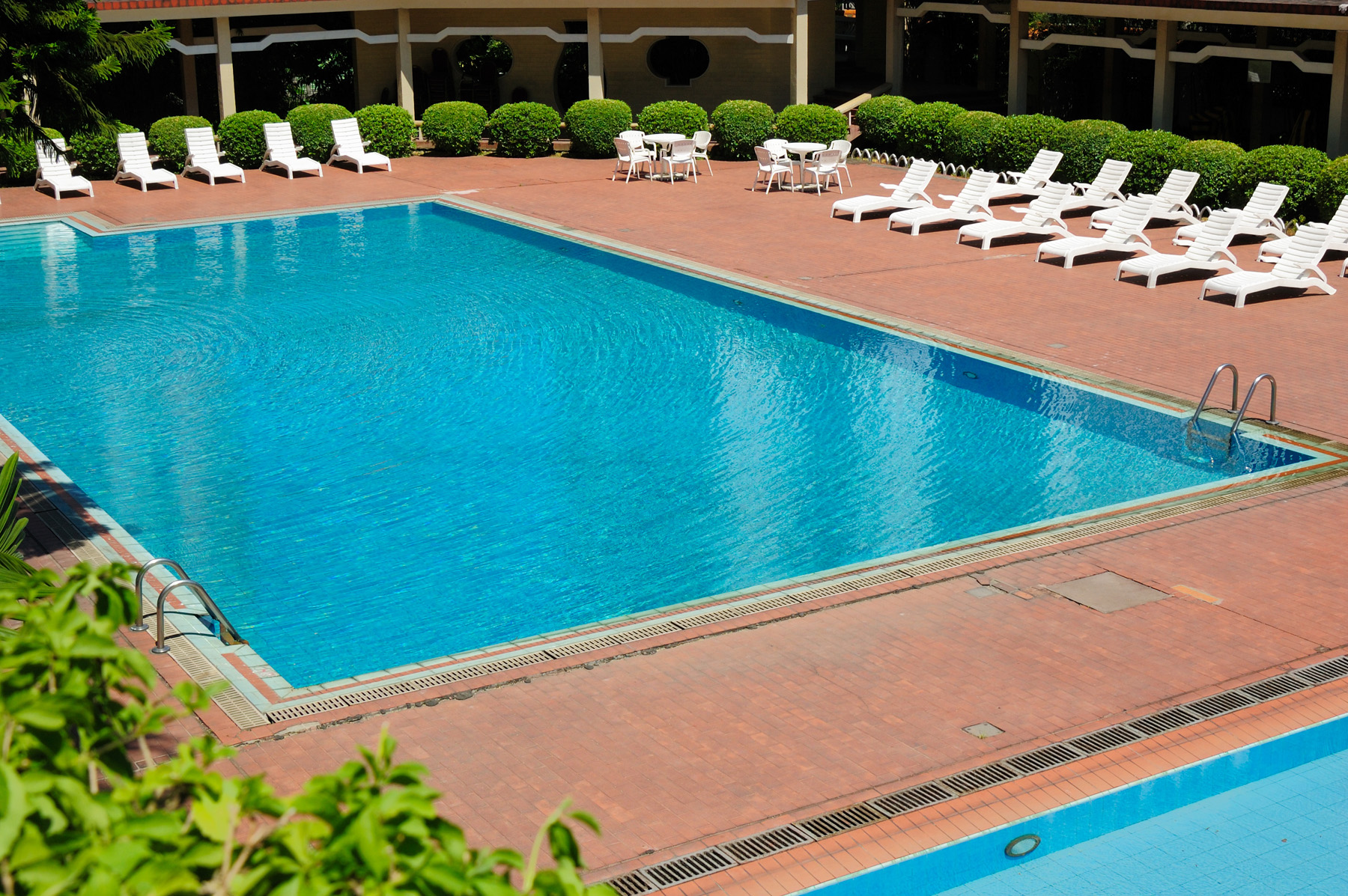 Swimming pool with white Chair 52333