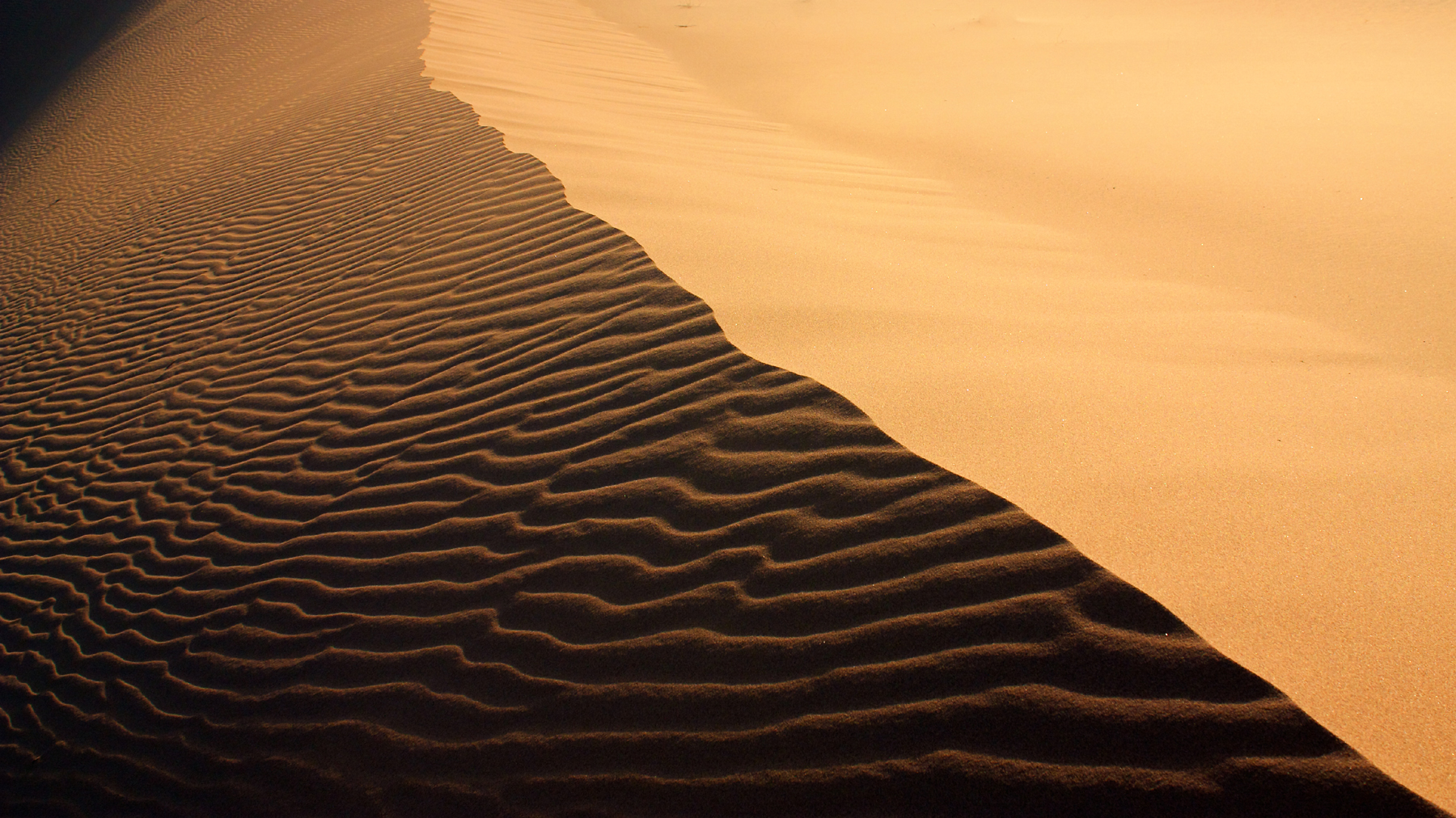 Chiseled dunes natural scenery 52450