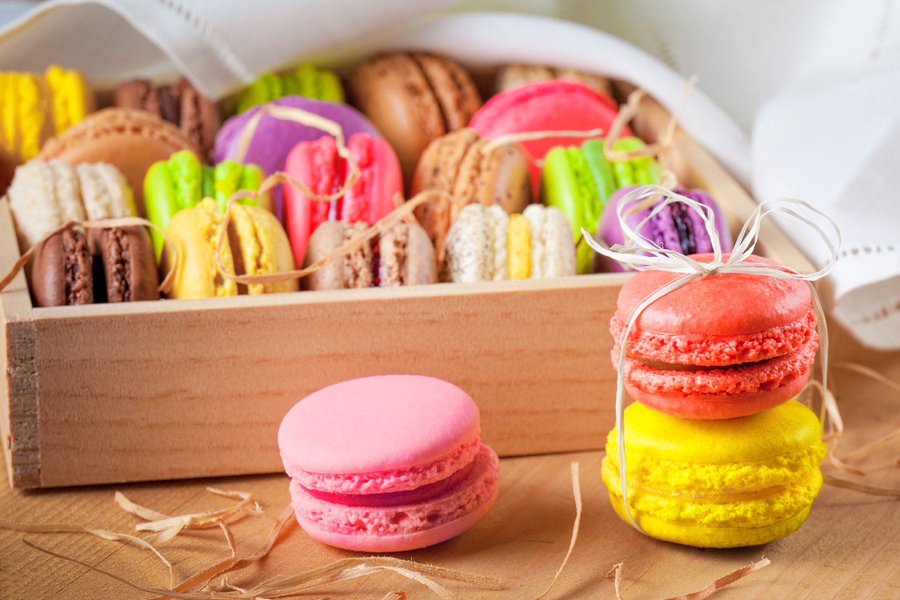 Put it in a wooden box of macarons 52536