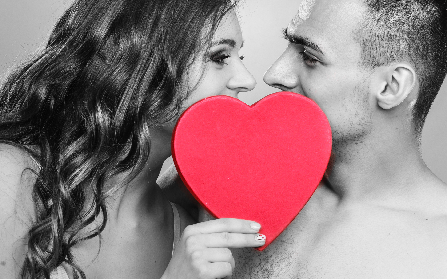 Holding a heart-shaped men and women couples 52603