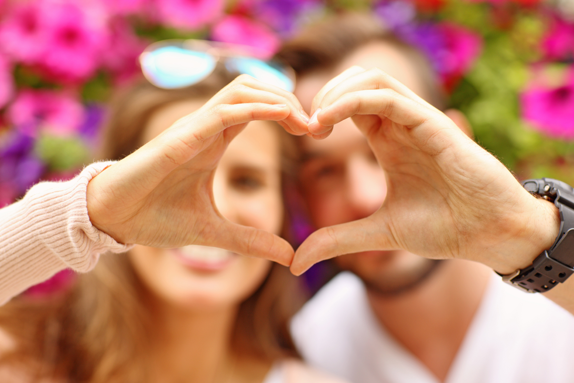 Holding a heart-shaped men and women couples 52617
