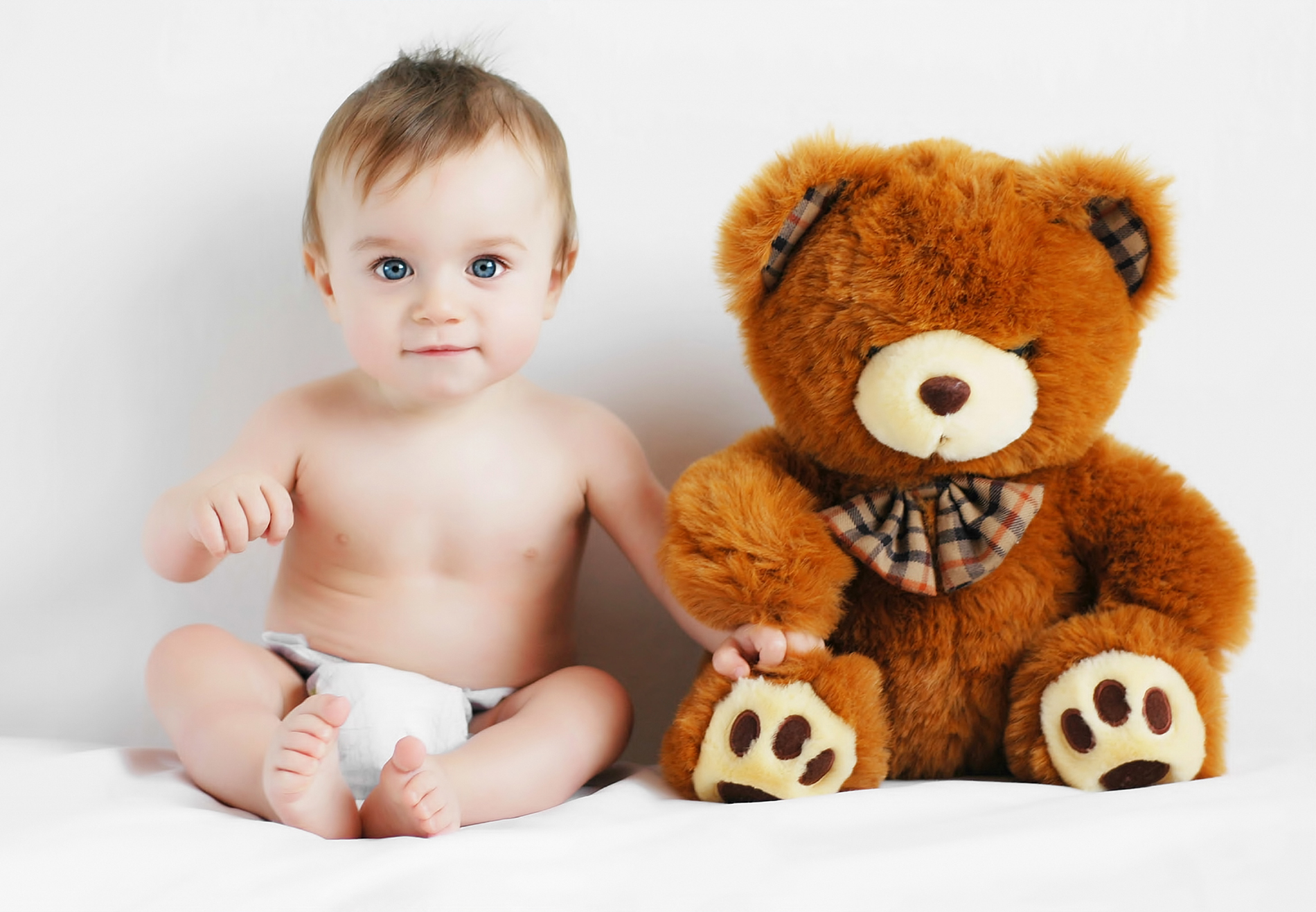 Cute baby with Teddy bear photo 52637