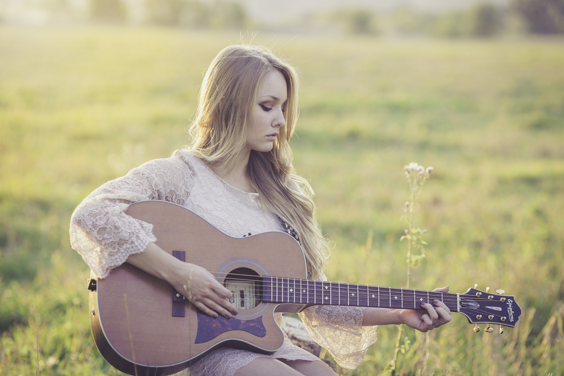 Fiddling with the guitar string of beauty 52734