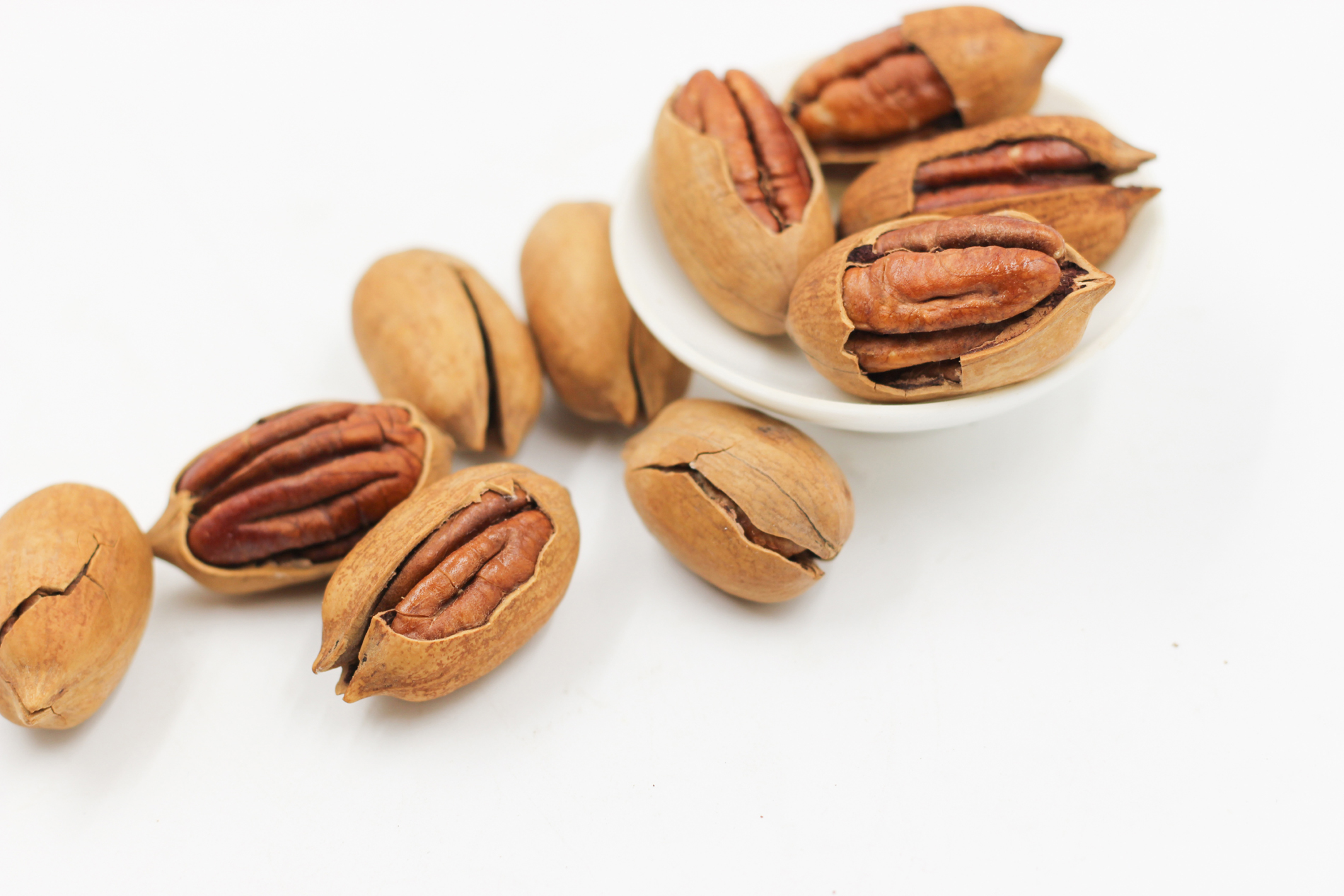 Dish and scatter with pecans 52746