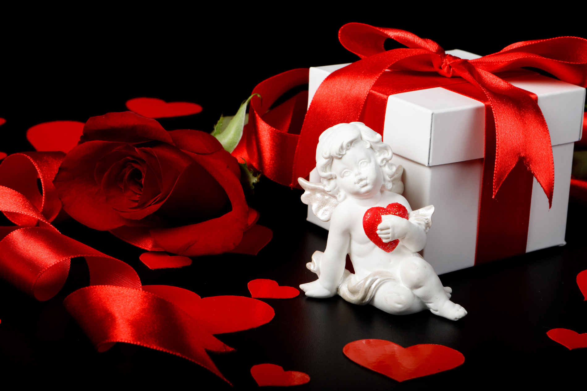 Red rose flower and gift box 52830