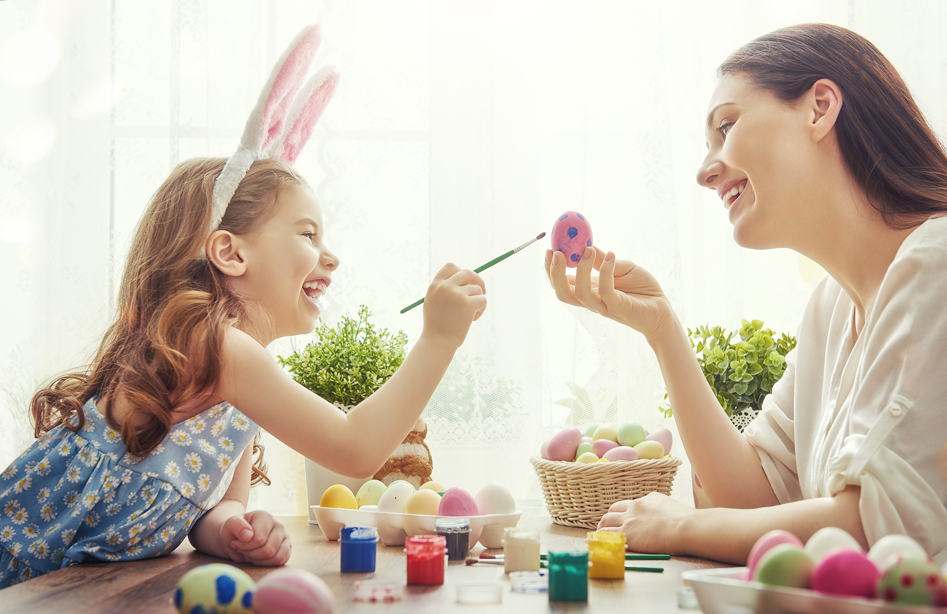 Little girl to paint Easter eggs 52866