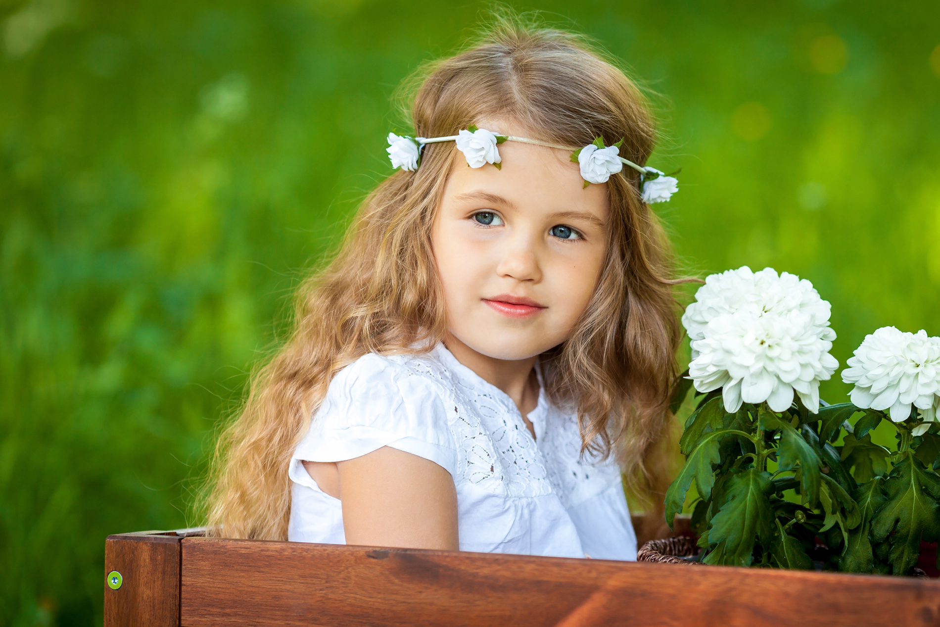 Cute little girl wearing a headband 52910