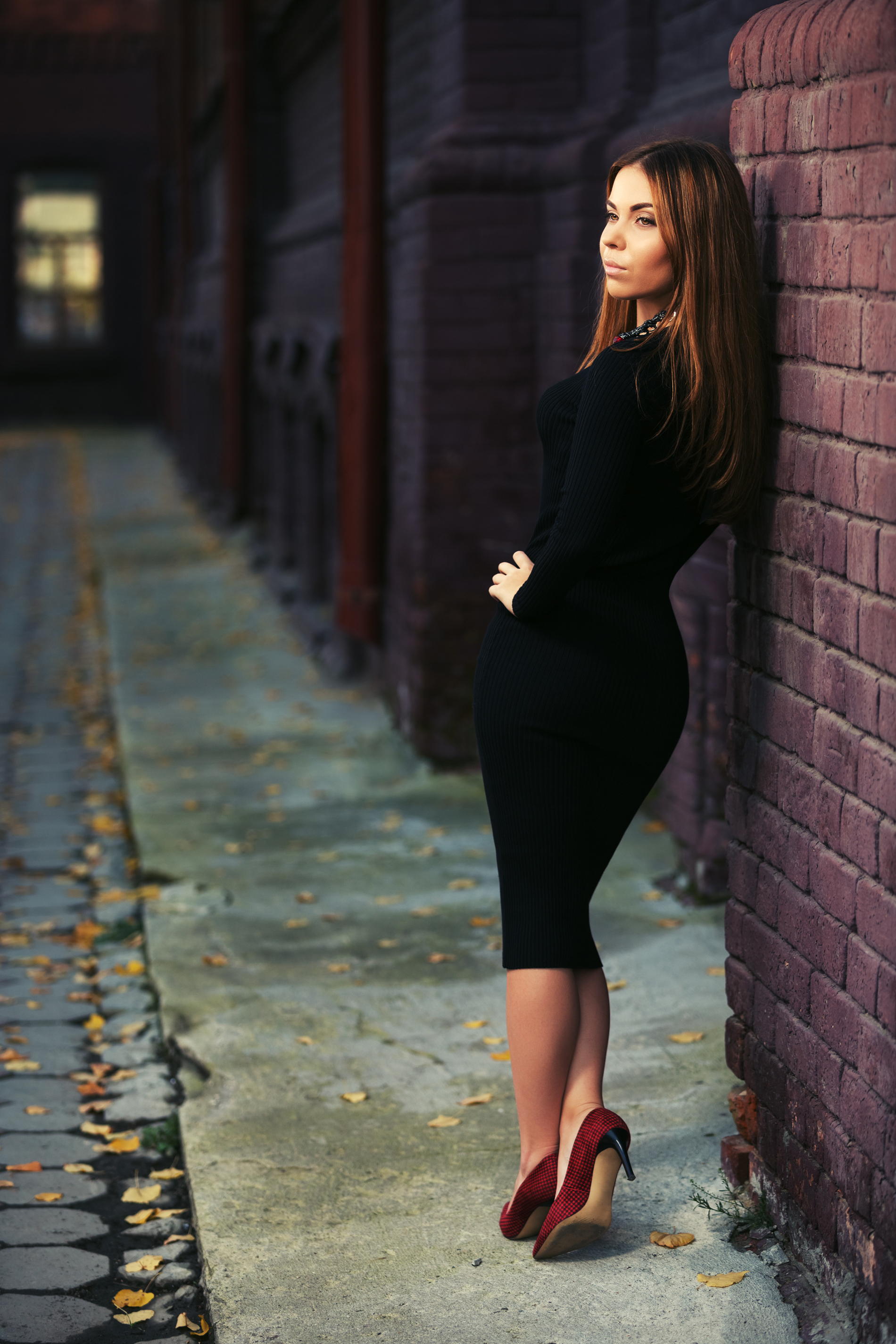 Street-side leaning against the wall of glamour model 52956