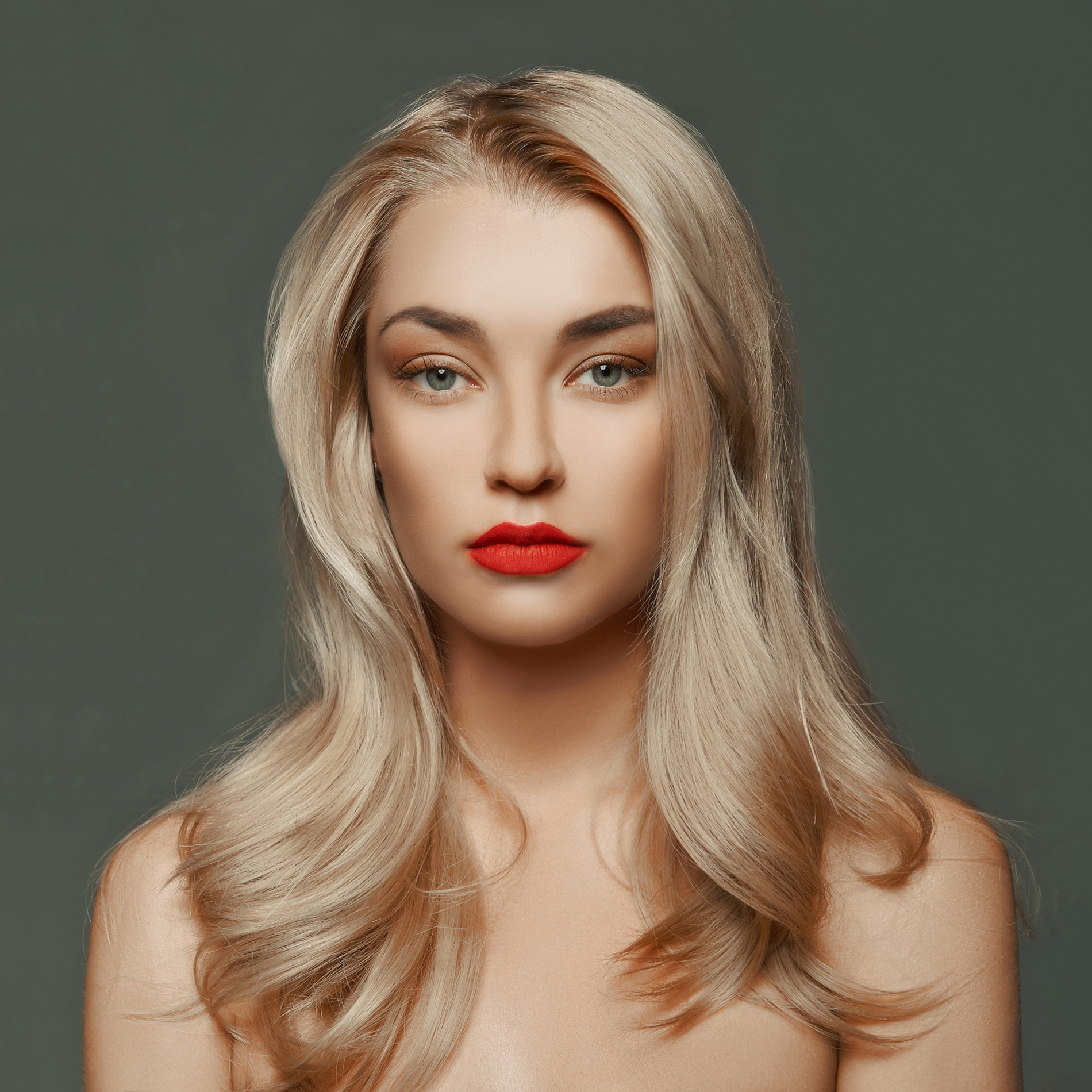 Blonde red lips makeup model 52984