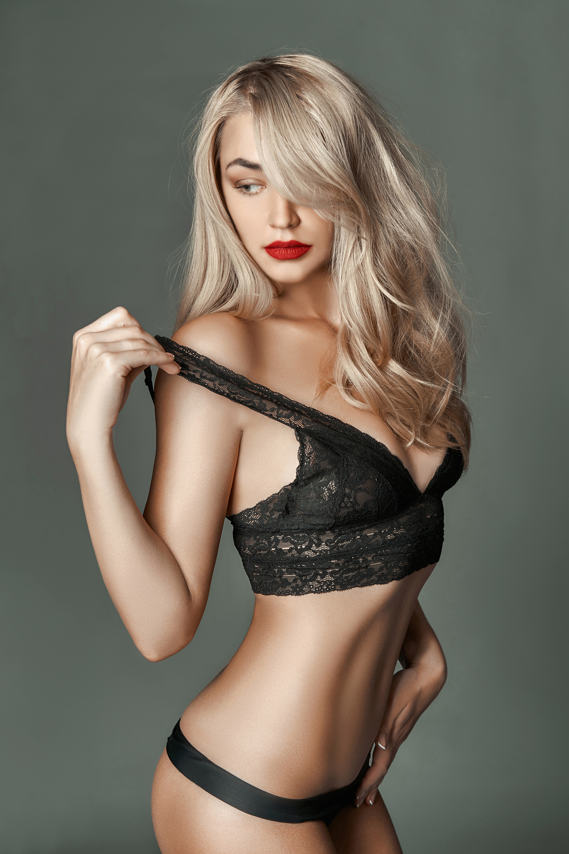 Curly hair wearing Black Lace Lingerie beauties 52990
