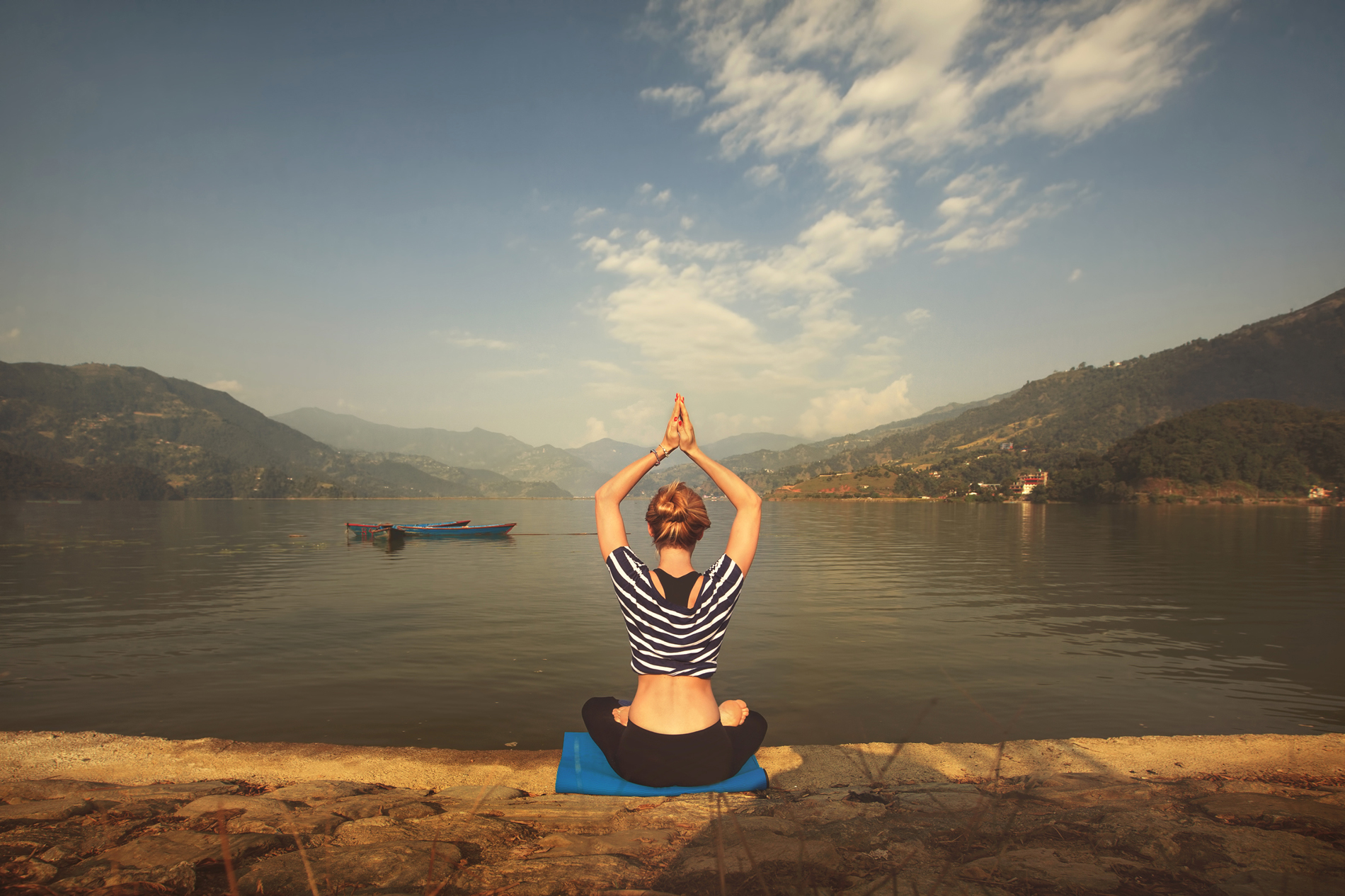 Yoga was sitting by the Lake beauty 53275