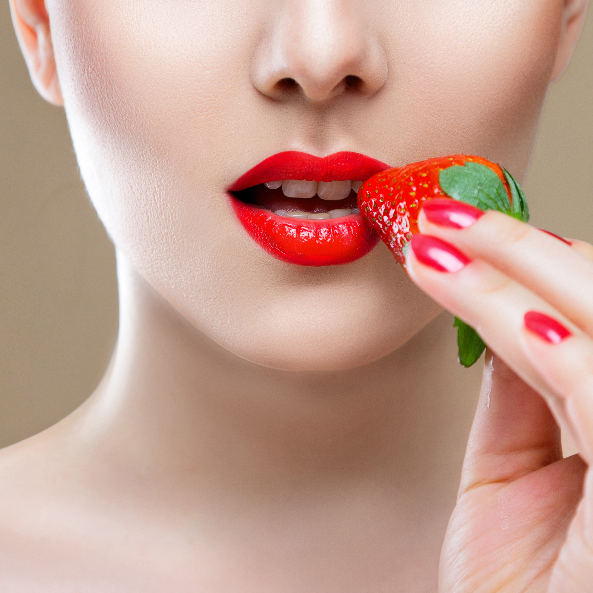 Beautiful Strawberry in mouth 53388