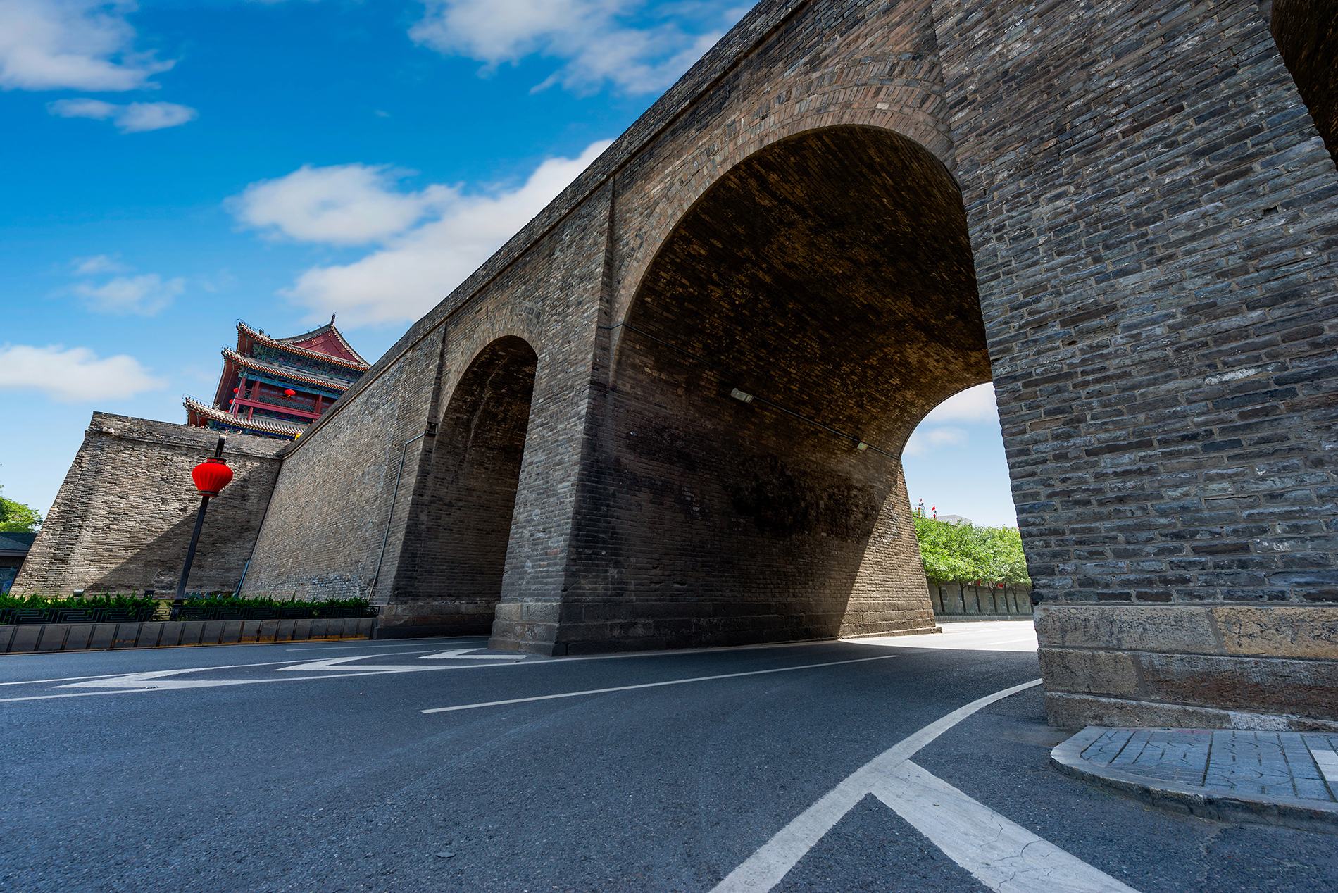 Xian city wall with arched gates 53402