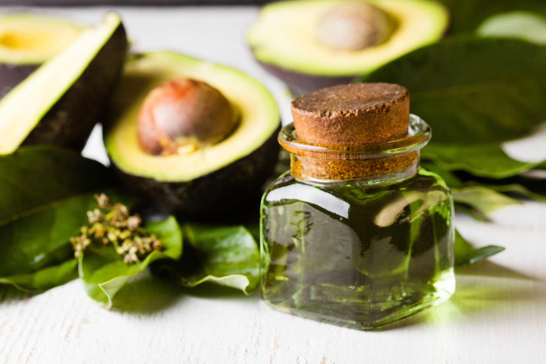 Glass bottle with sliced avocado 53450
