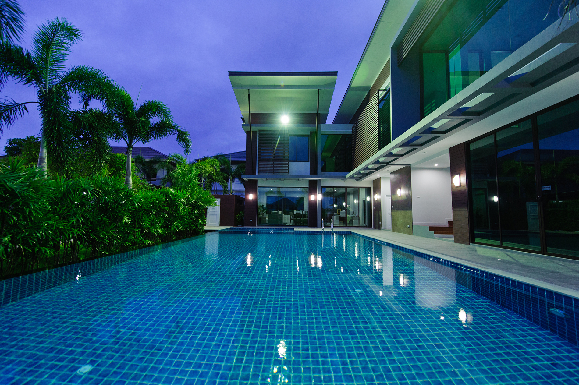 The pool at night under the lights 53561