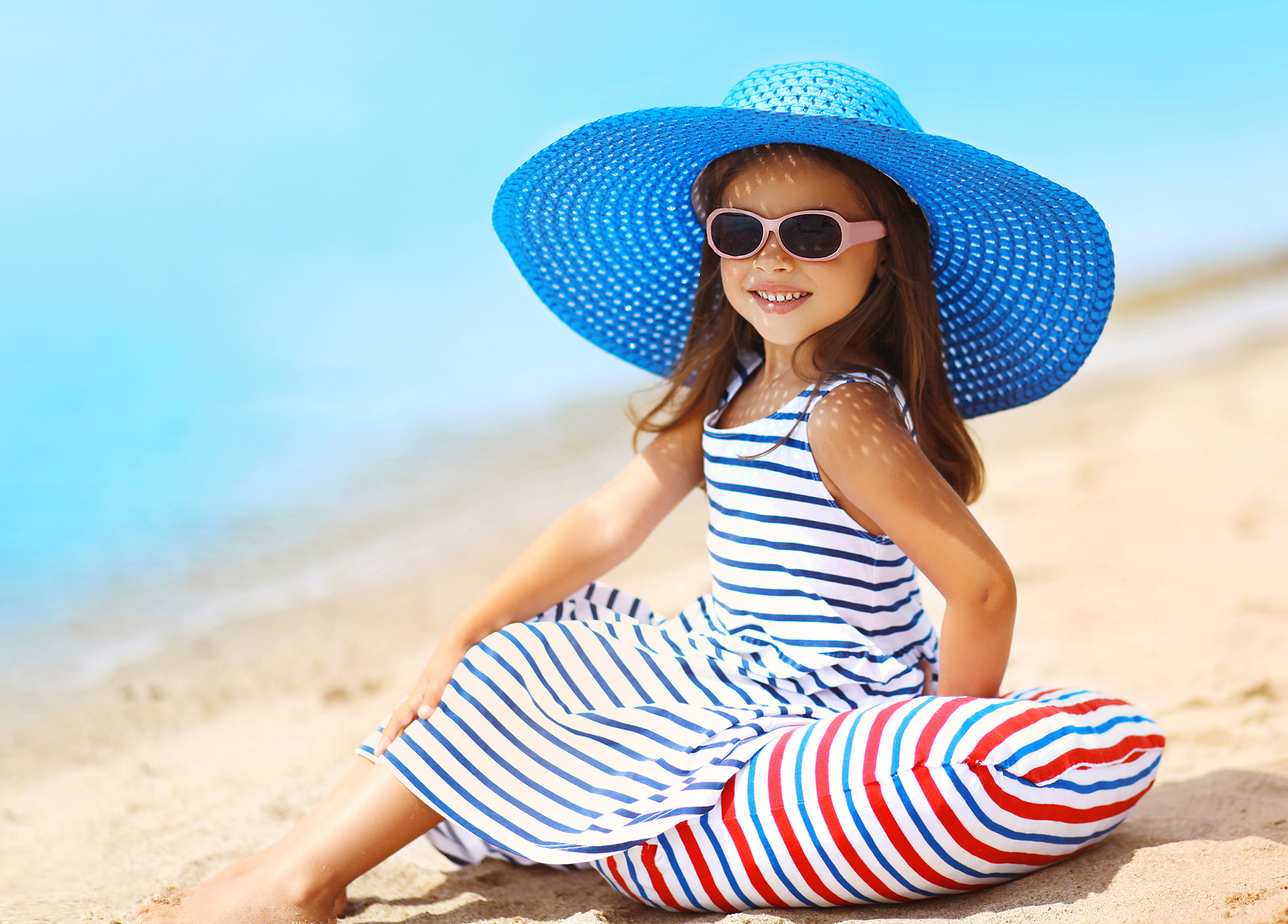 Sitting on the beach for children 53795