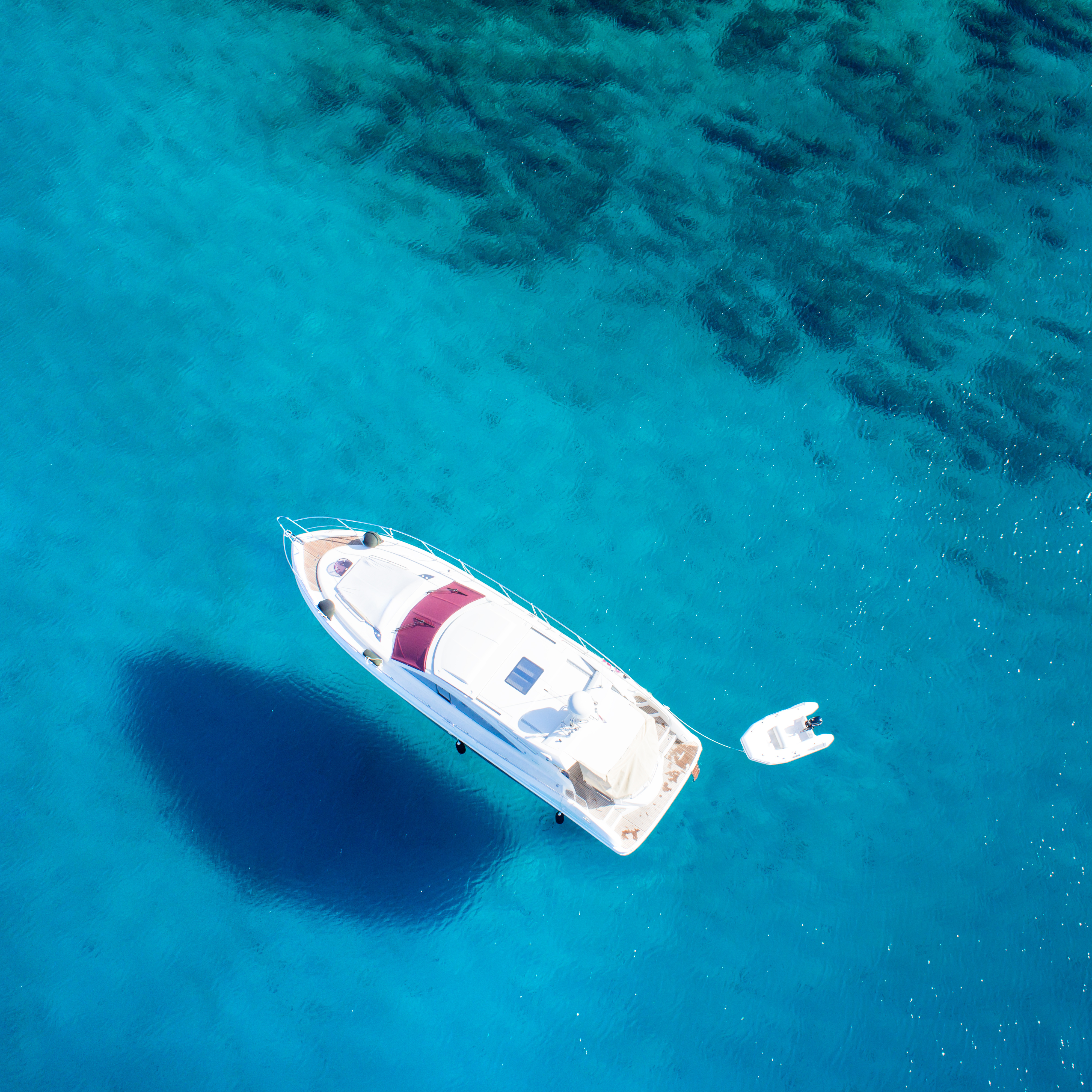 Dinghy 5020 on clear sea water 54306