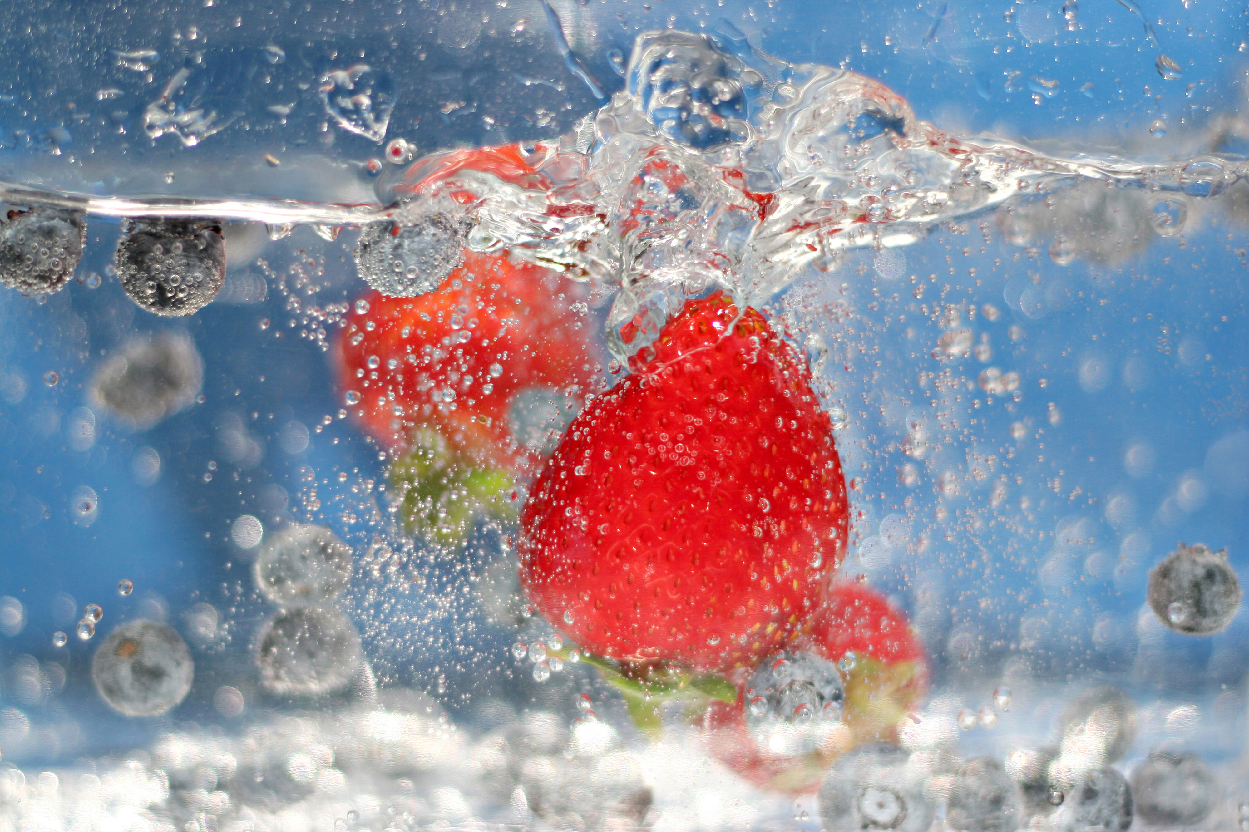 Strawberry 5019 in water 54642