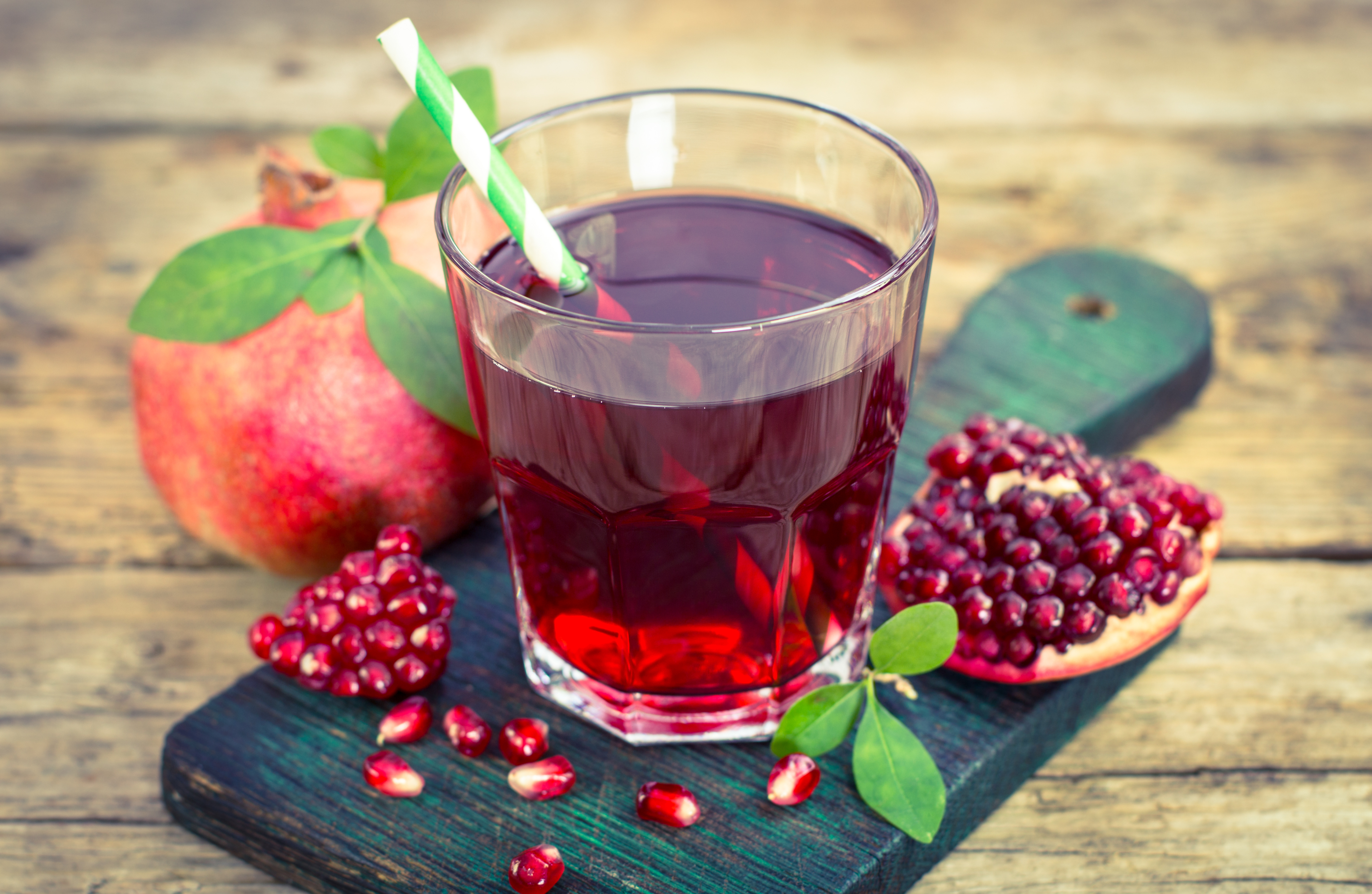 Pomegranate juice 54681