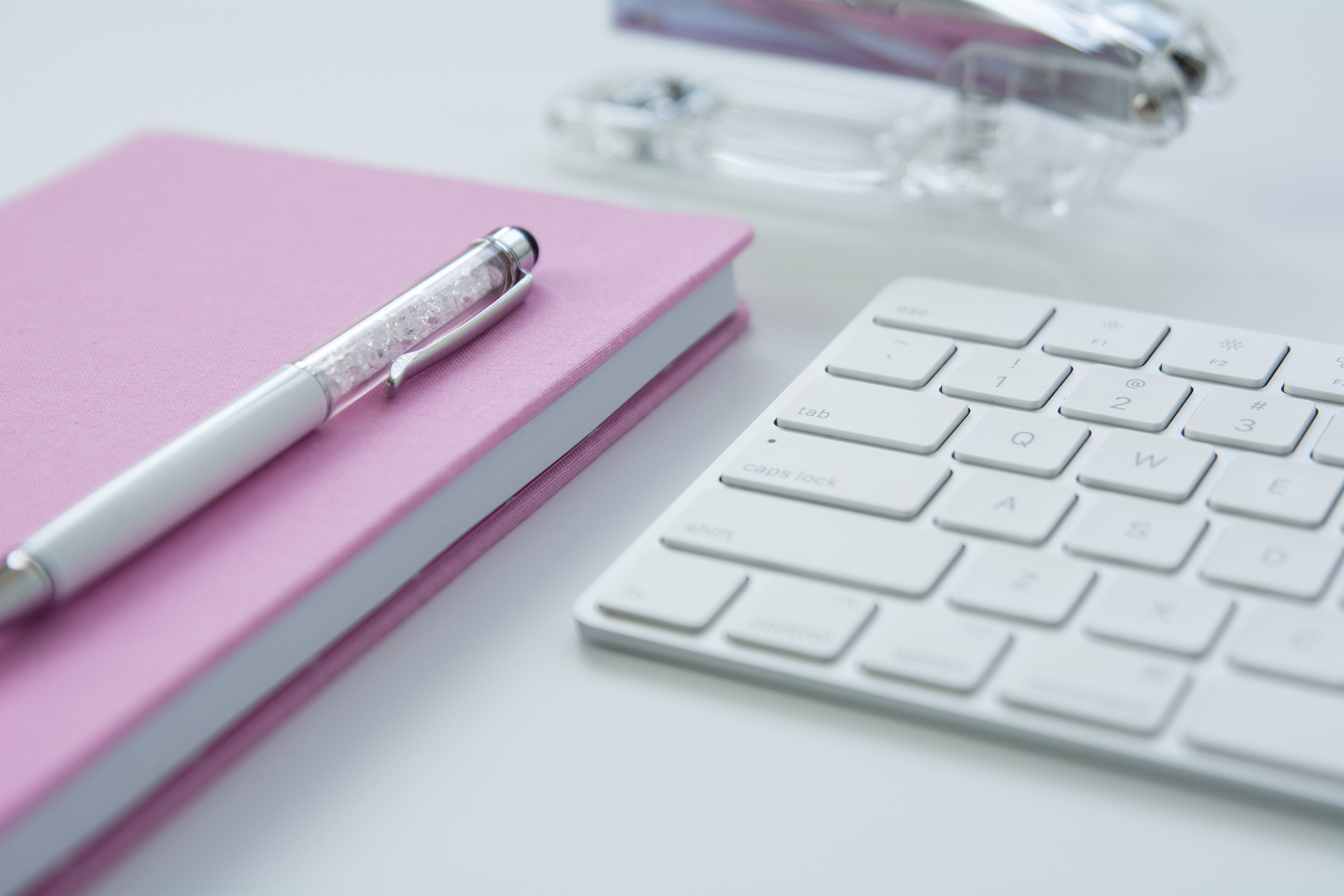 Keyboard with pink notepad 54772