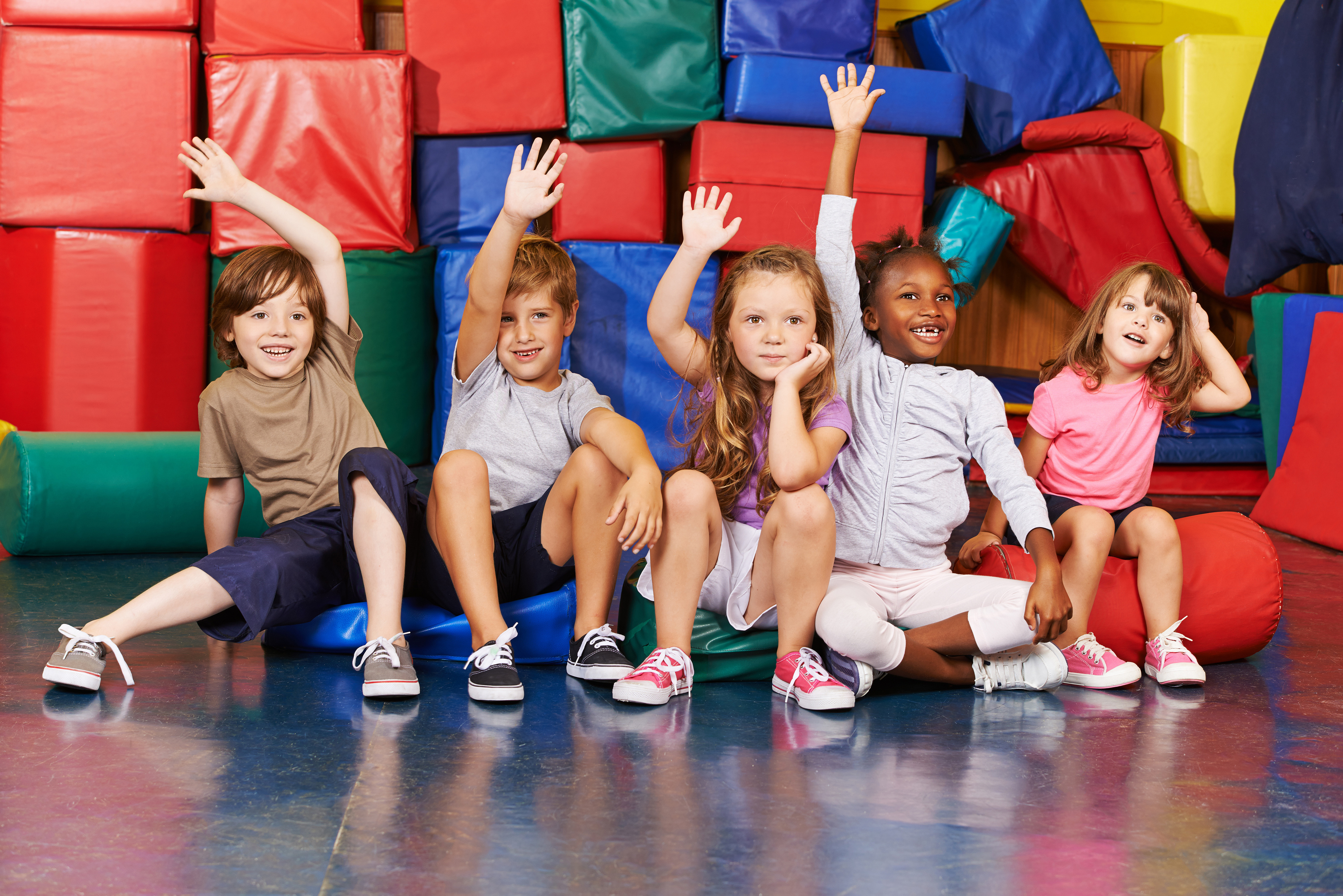 Children raising their hands to answer questions 55433