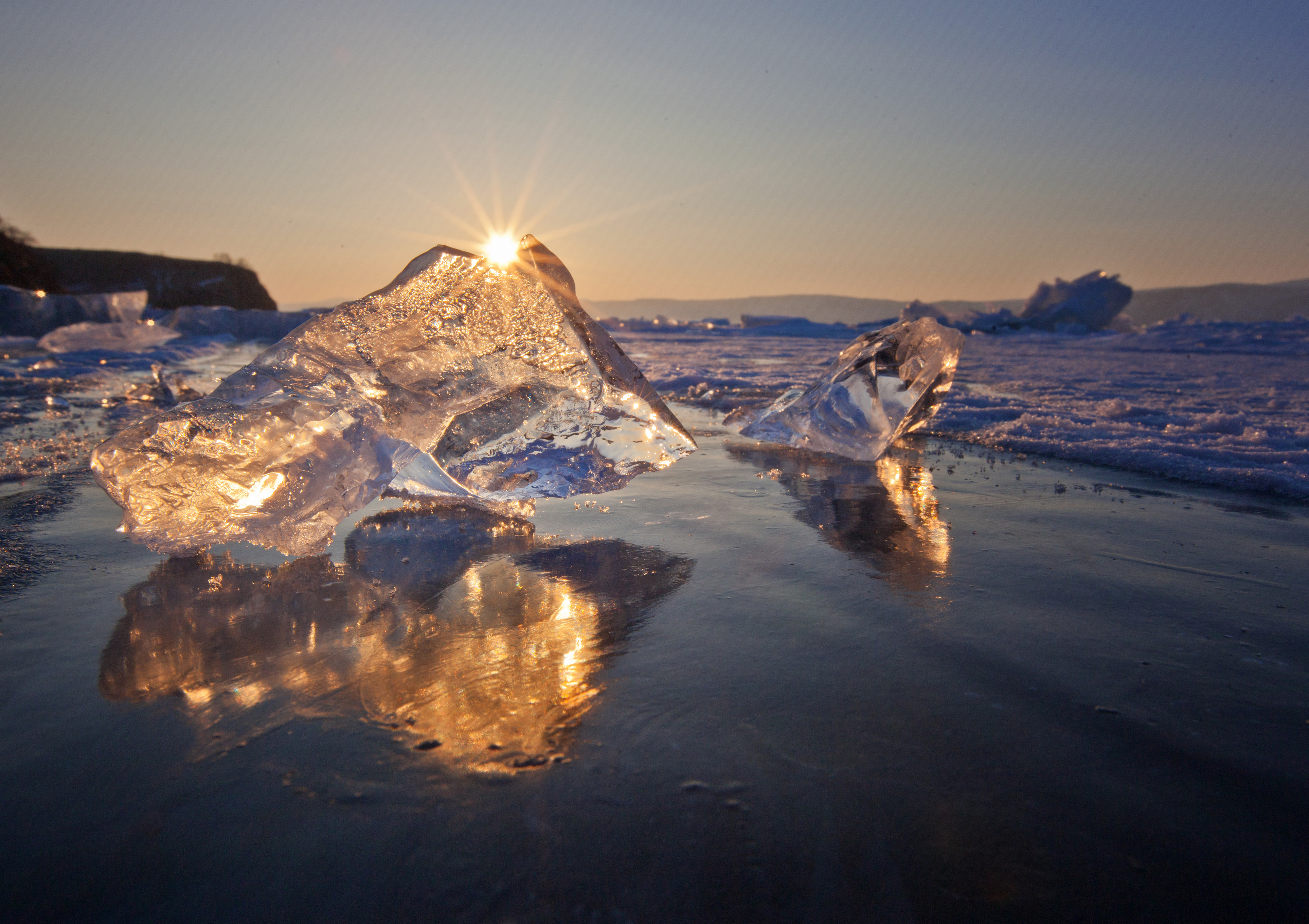 Ice cubes on the sea 55800