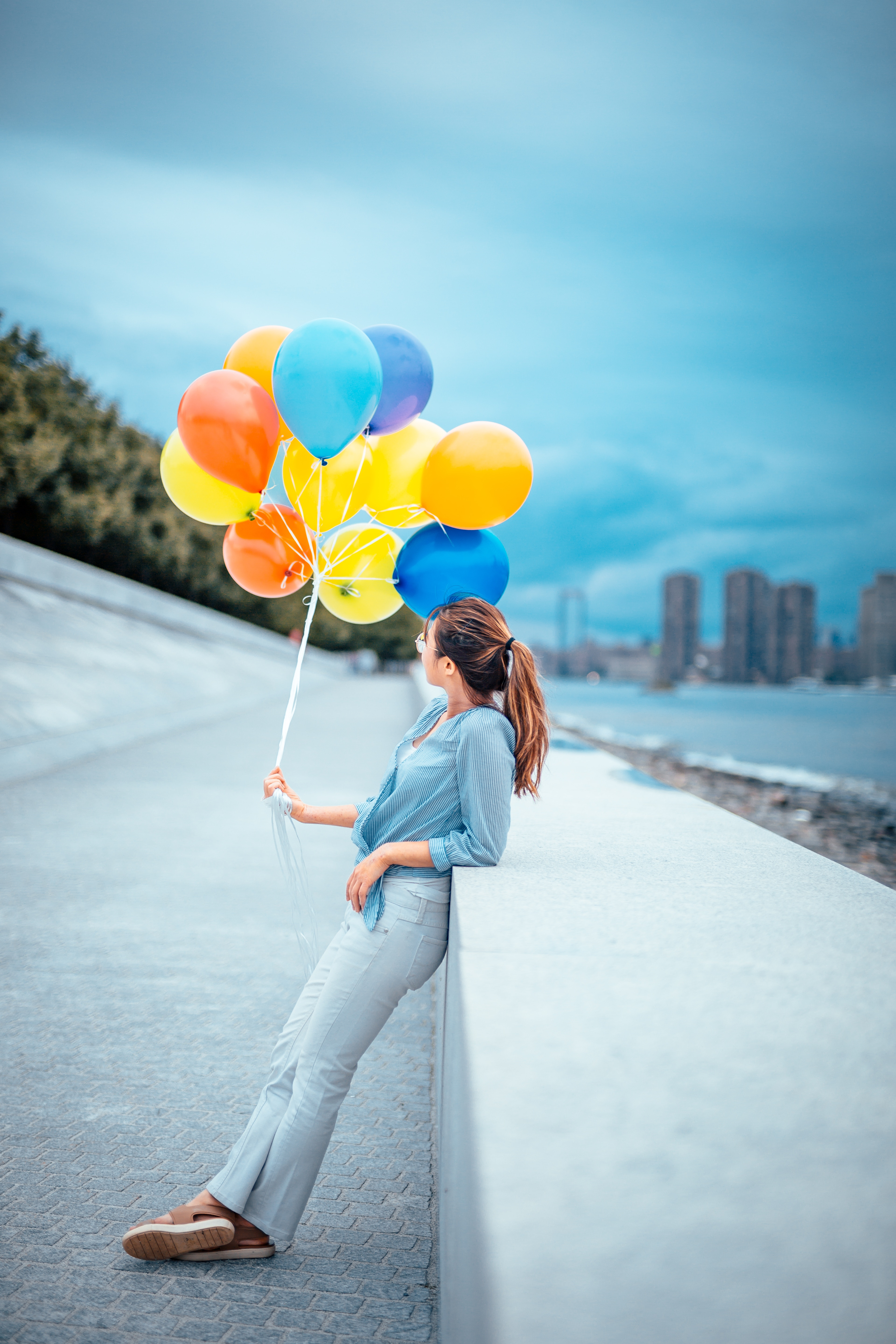Hand pulling balloon, beauty, character 55903