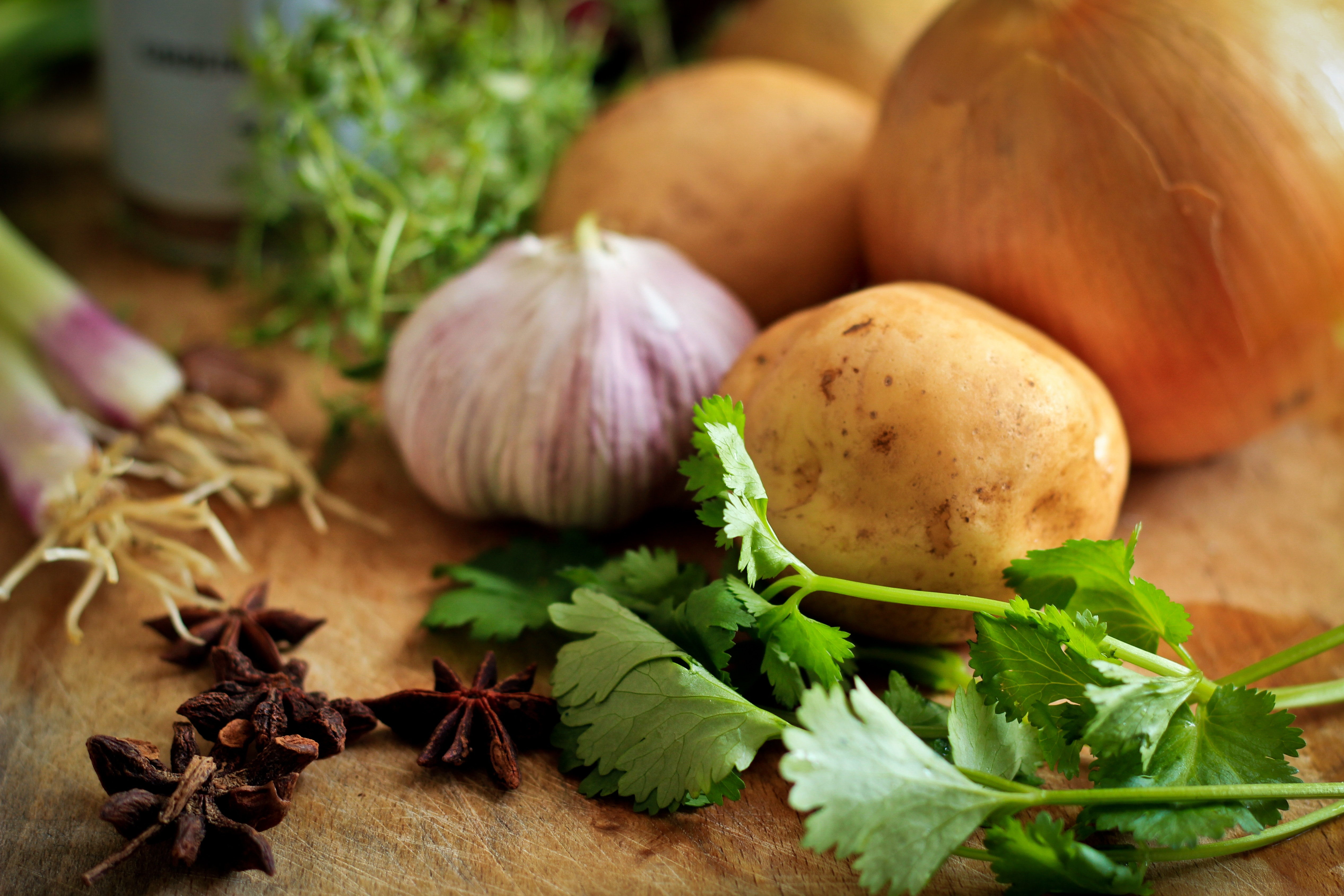 Garlic potatoes with celery leaf vegetables 56039