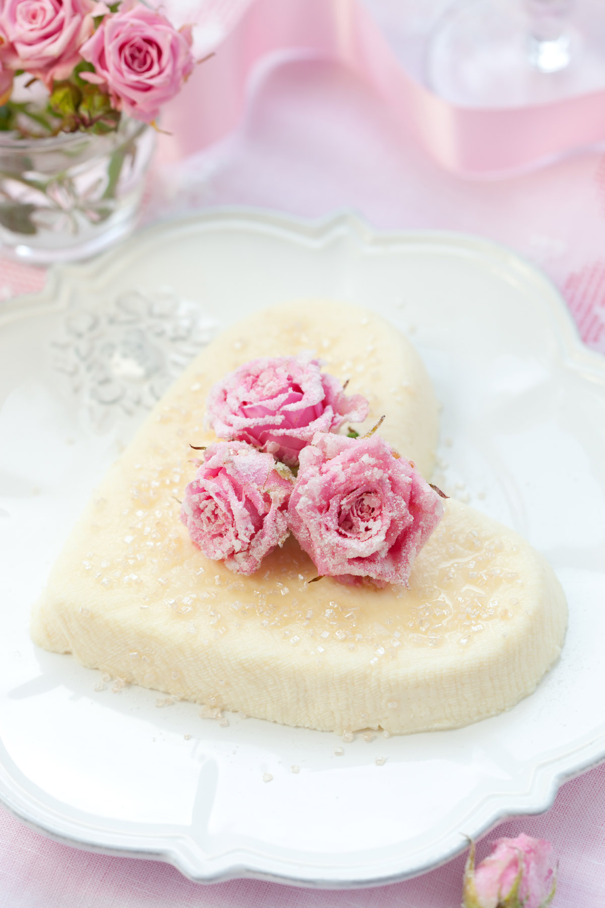 Romantic heart-shaped cake 31050
